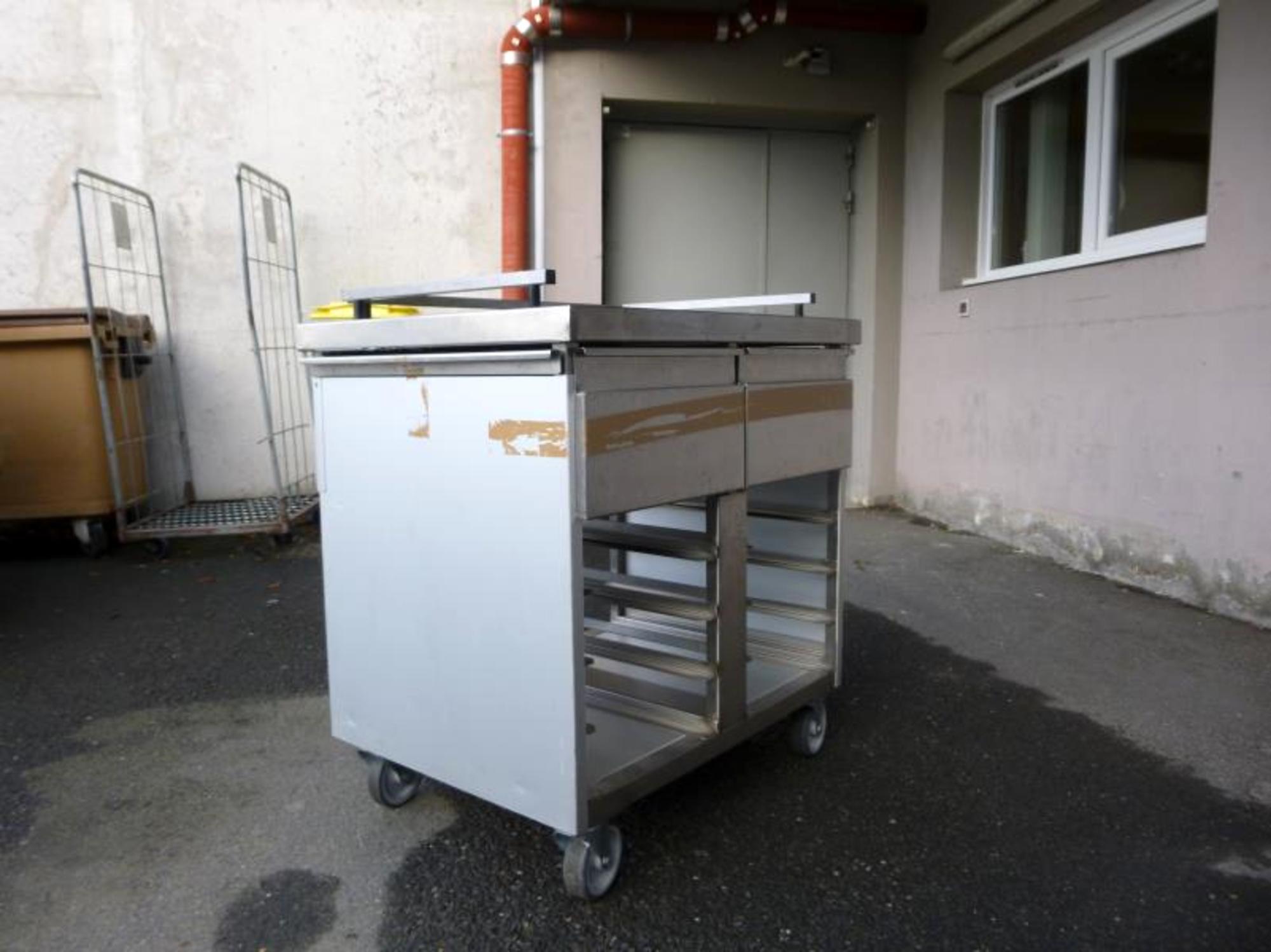 Chariot petit d jeuner equipement de cuisine d 39 occasion for Equipement de cuisine