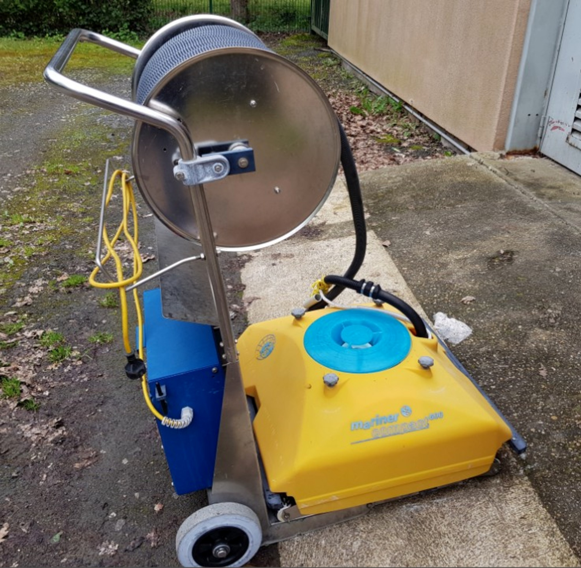 Robot de nettoyage piscine mariner compact 600 sport d for Robot piscine occasion