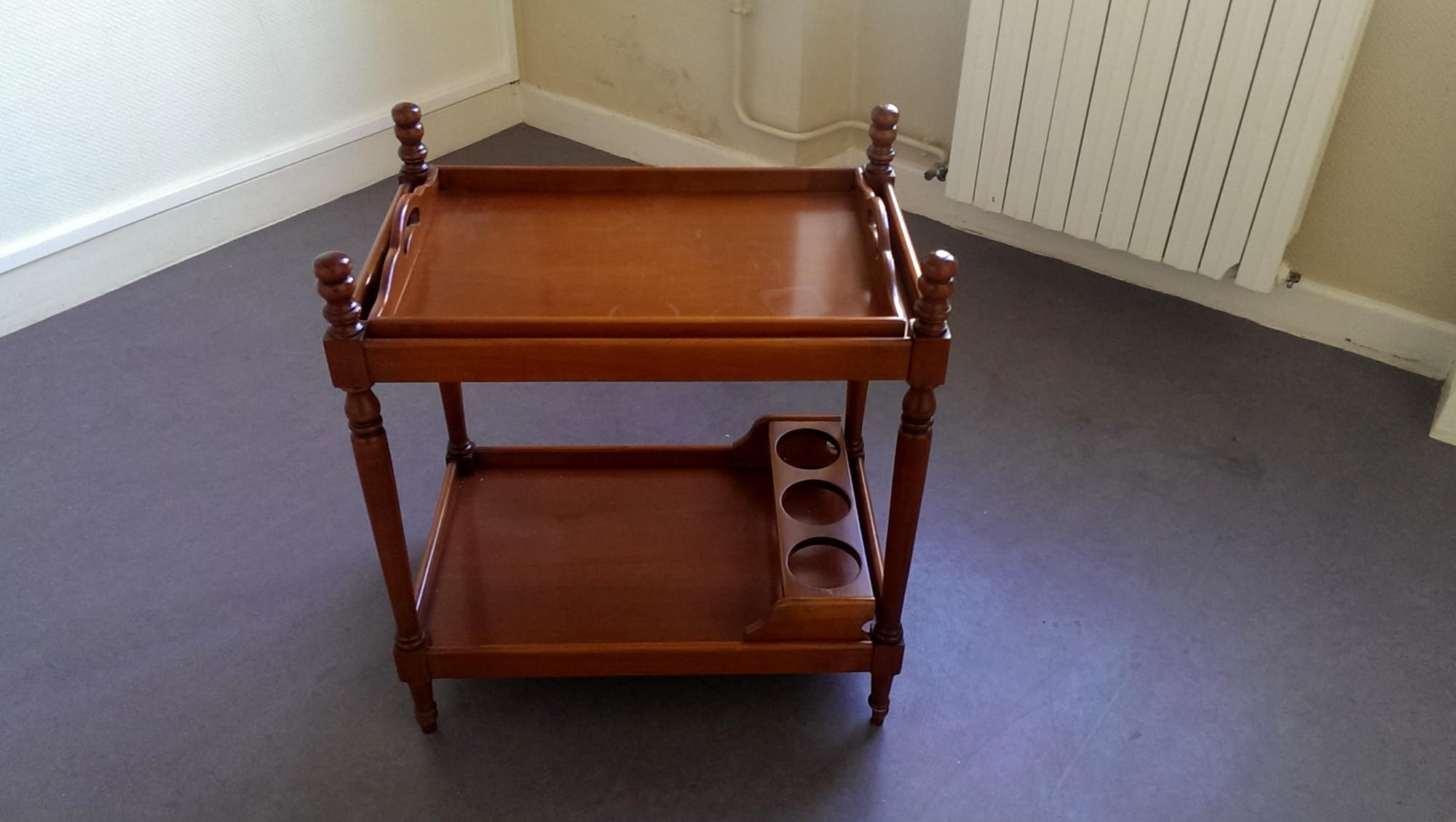 desserte en bois autres mobiliers d 39 occasion aux ench res agorastore. Black Bedroom Furniture Sets. Home Design Ideas