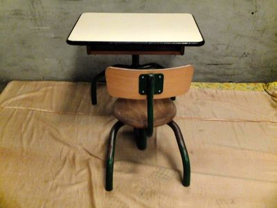 pupitre individuel mobilier scolaire d 39 occasion aux ench res agorastore. Black Bedroom Furniture Sets. Home Design Ideas