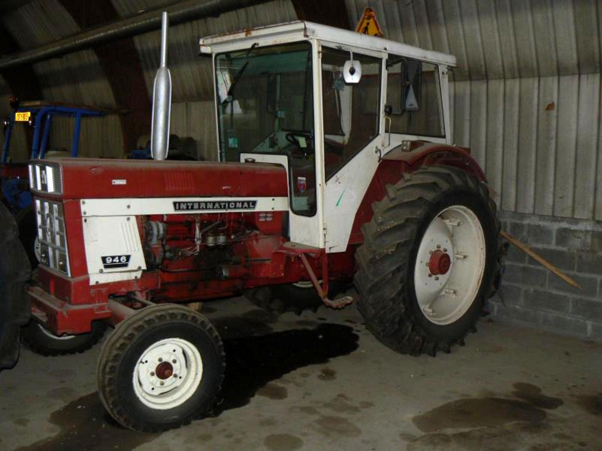 tracteur international 946 tracteur d 39 occasion aux ench res agorastore. Black Bedroom Furniture Sets. Home Design Ideas
