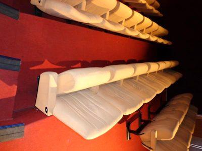 lot de 50 fauteuils de cin ma sur 440 fauteuils fauteuil d 39 occasion aux ench res agorastore. Black Bedroom Furniture Sets. Home Design Ideas