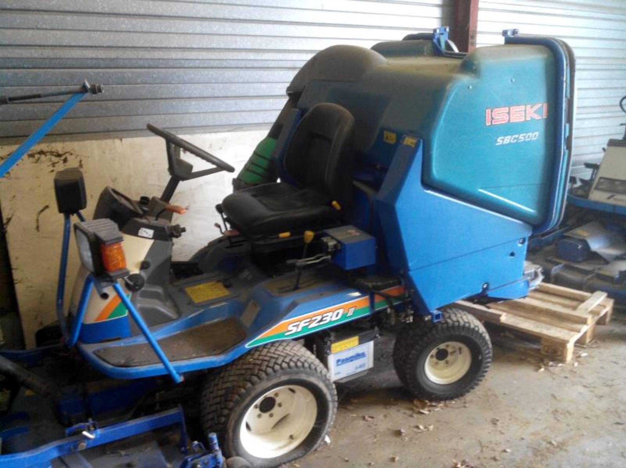 tracteur tondeuse tracteur d 39 occasion aux ench res. Black Bedroom Furniture Sets. Home Design Ideas