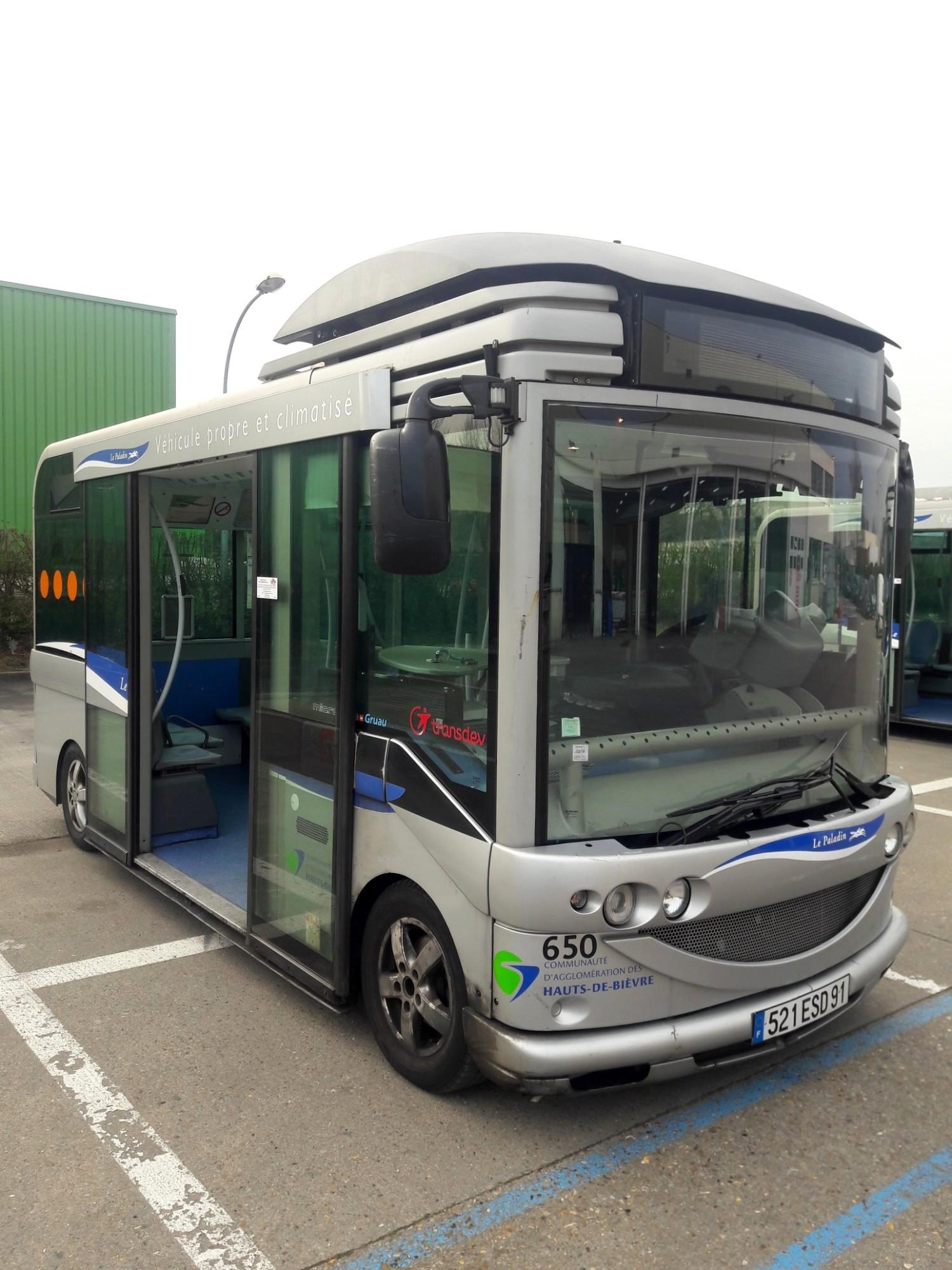 gruau microbus 93192 650 car bus d 39 occasion aux ench res agorastore. Black Bedroom Furniture Sets. Home Design Ideas