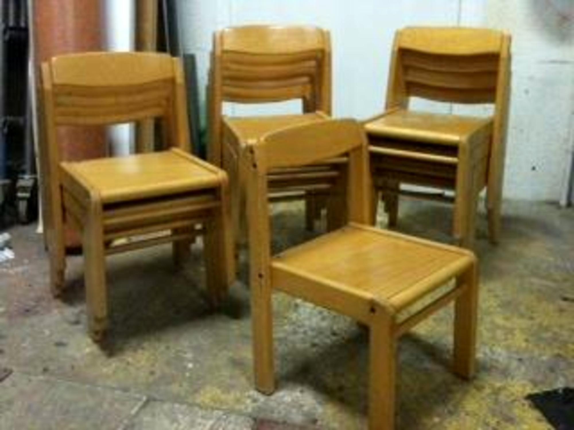 lot de 12 chaises chaise d 39 occasion aux ench res agorastore. Black Bedroom Furniture Sets. Home Design Ideas