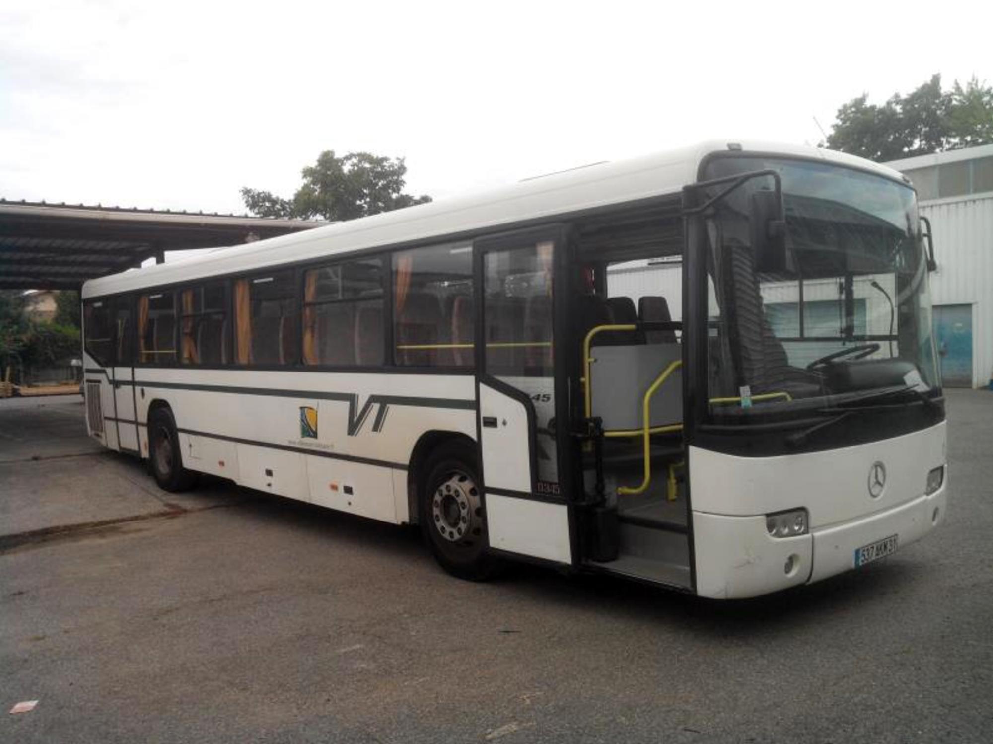 bus 57 places car bus d 39 occasion aux ench res agorastore. Black Bedroom Furniture Sets. Home Design Ideas