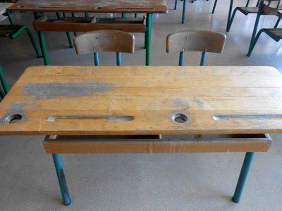 table d 39 colier double mobilier scolaire d 39 occasion aux ench res agorastore. Black Bedroom Furniture Sets. Home Design Ideas