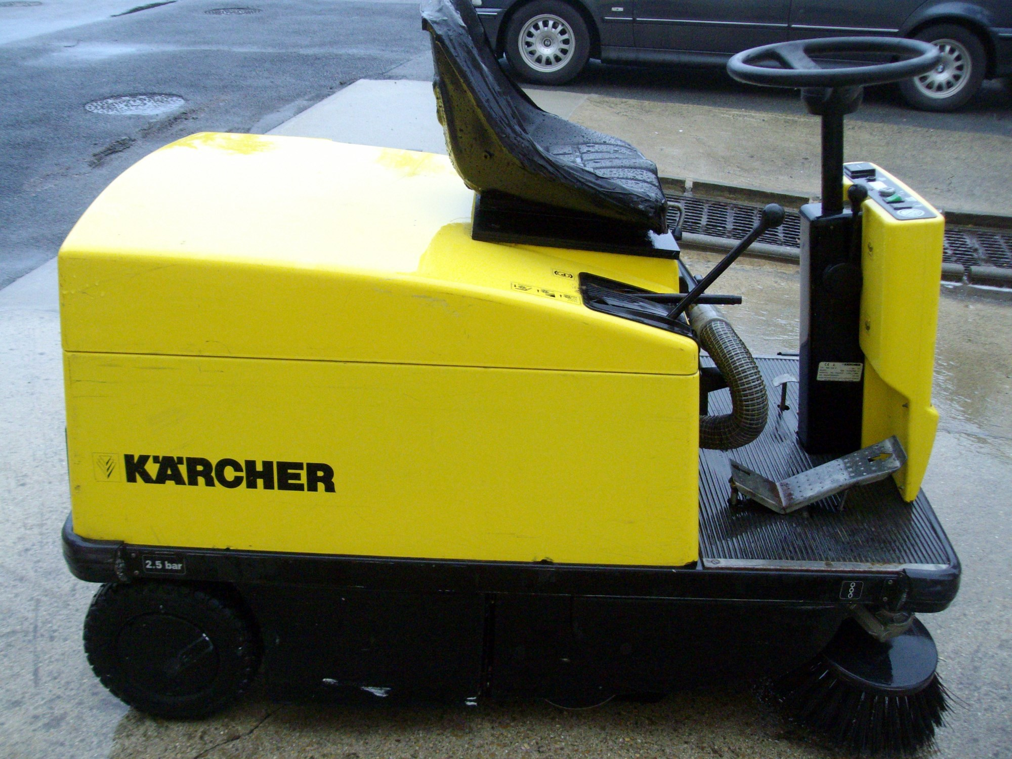 Balayeuse autoportee karcher kmr 1200 b balayeuse for Karcher exterieur