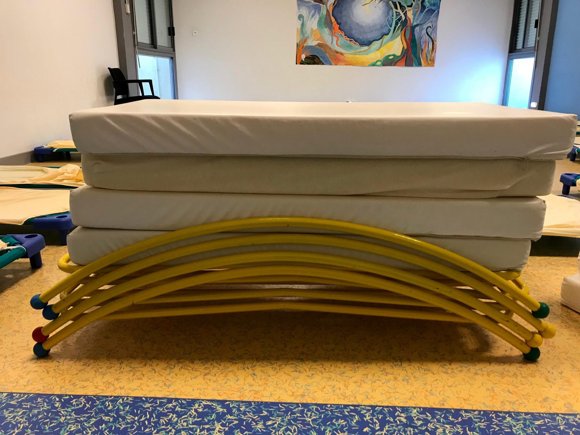lits enfants mobilier scolaire d 39 occasion aux ench res agorastore. Black Bedroom Furniture Sets. Home Design Ideas