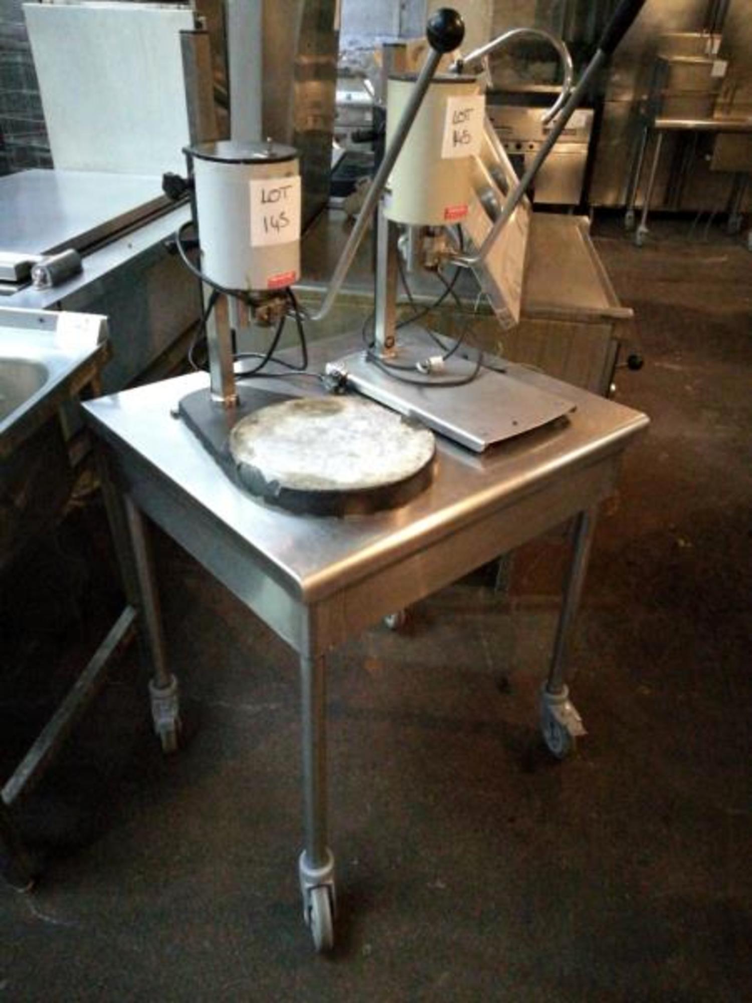 Table ouvre boite lot 145 equipement de cuisine d for Equipement de cuisine