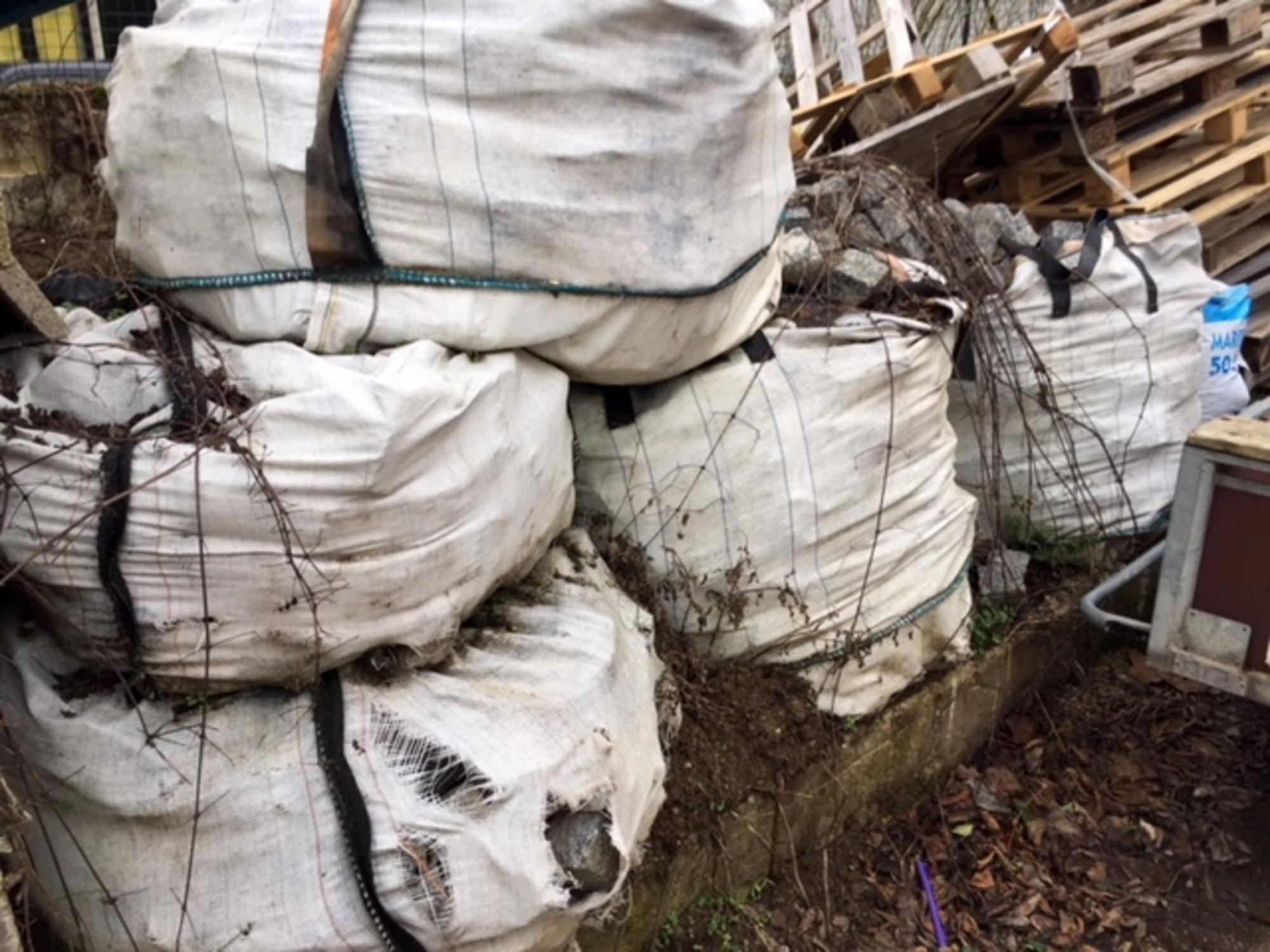 big bag de pav mosaique 12 12 autres constructions d 39 occasion aux ench res agorastore. Black Bedroom Furniture Sets. Home Design Ideas