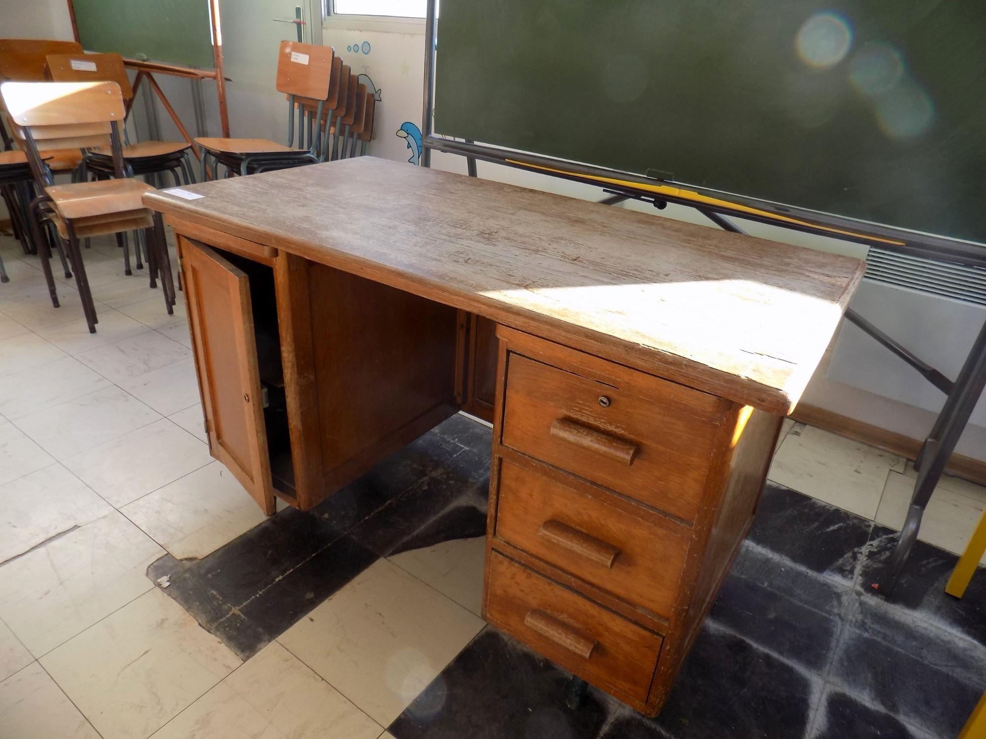 Bureau en bois bureau d 39 occasion aux ench res agorastore for Bureau 160x60