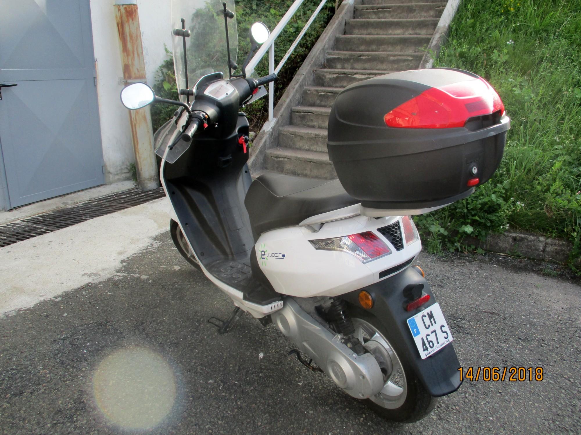 scooter peugeot vivacity electrique 0943 moto scooter 2 roues d 39 occasion aux ench res. Black Bedroom Furniture Sets. Home Design Ideas