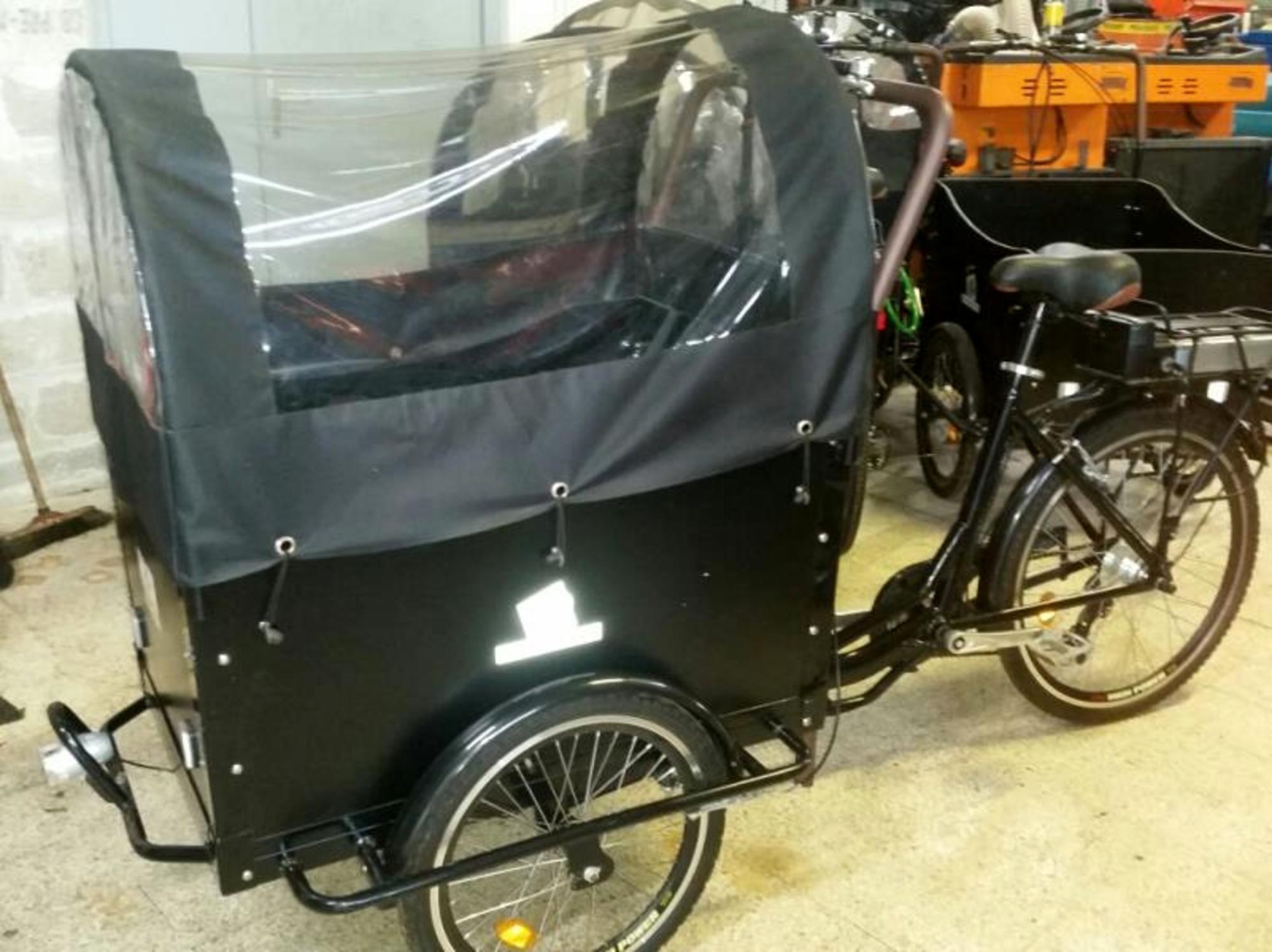 triporteur a assistance electrique moto scooter 2 roues d 39 occasion aux ench res agorastore. Black Bedroom Furniture Sets. Home Design Ideas