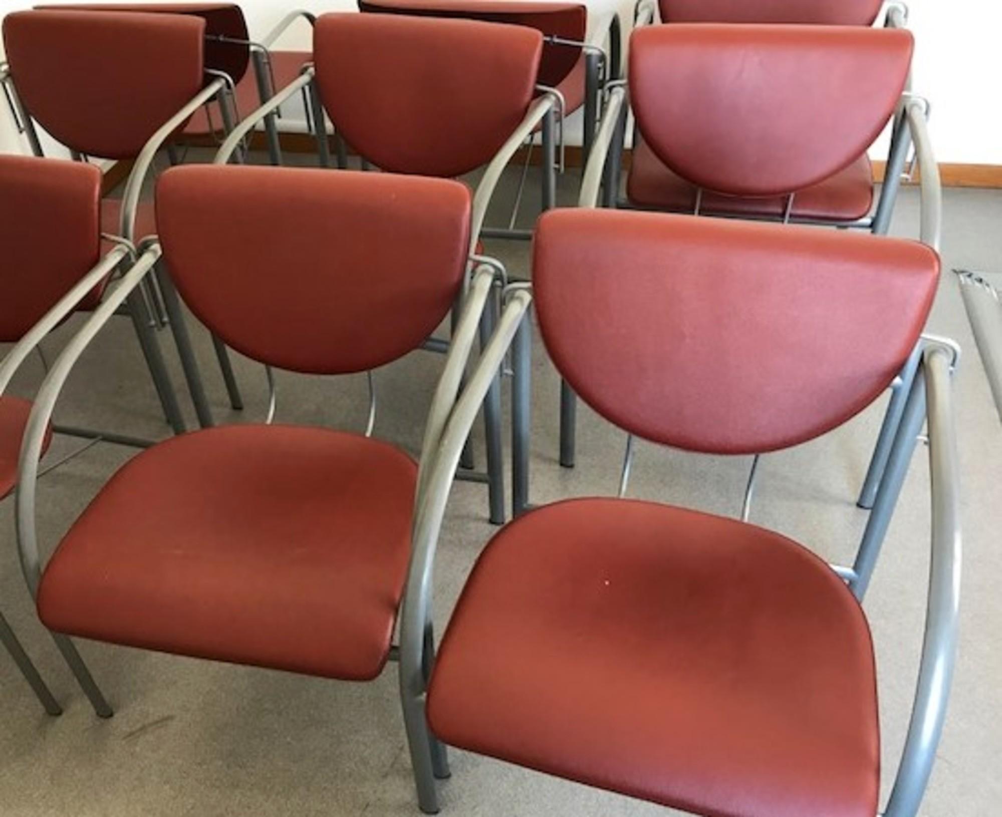 lot de 7 chaises rouges chaise d 39 occasion aux ench res agorastore. Black Bedroom Furniture Sets. Home Design Ideas
