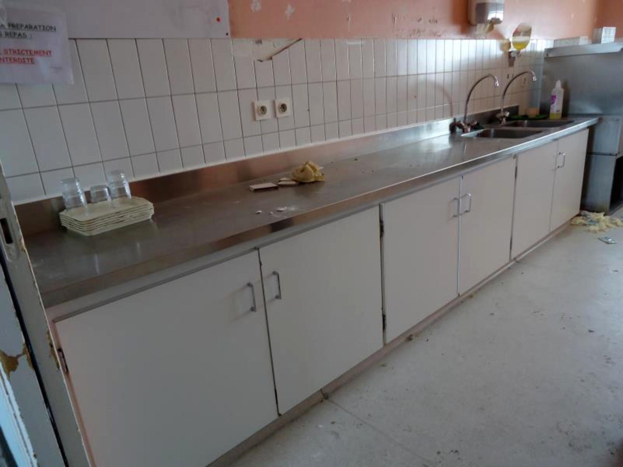 Evier inox equipement de cuisine d 39 occasion aux ench res for Equipement cuisine inox