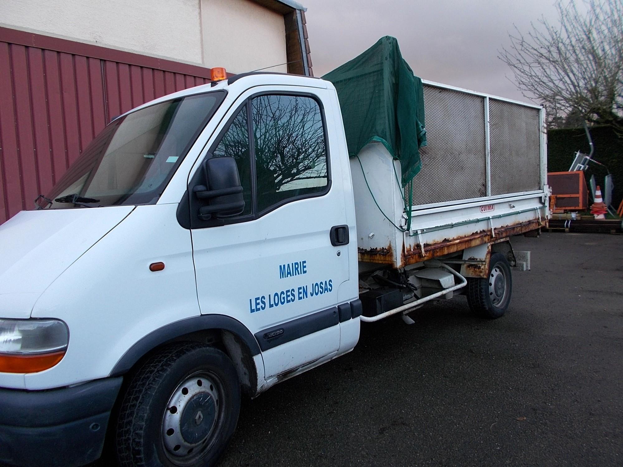 camion benne auto basculante utilitaire d 39 occasion aux ench res agorastore. Black Bedroom Furniture Sets. Home Design Ideas