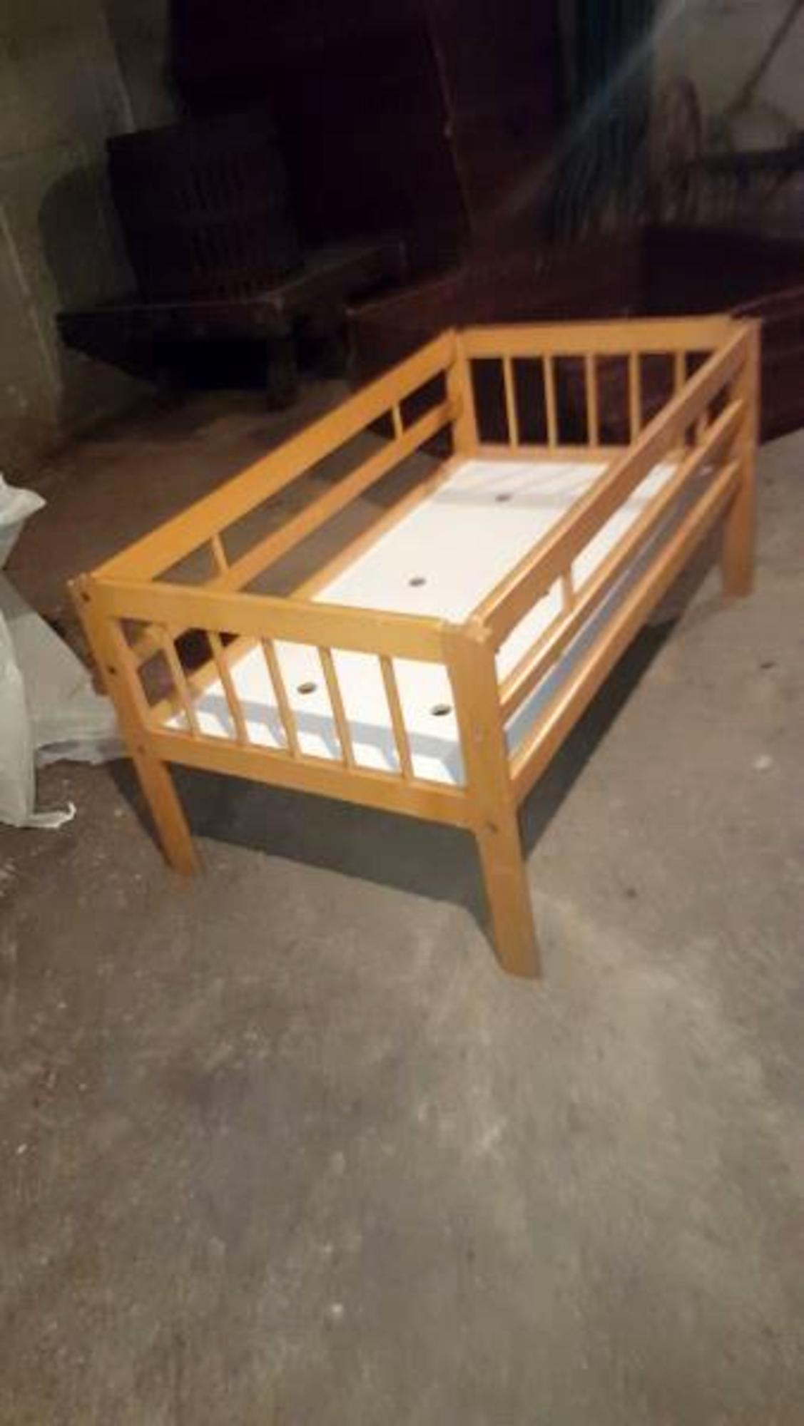 un lit dortoir maternelles mobilier scolaire d 39 occasion aux ench res agorastore. Black Bedroom Furniture Sets. Home Design Ideas