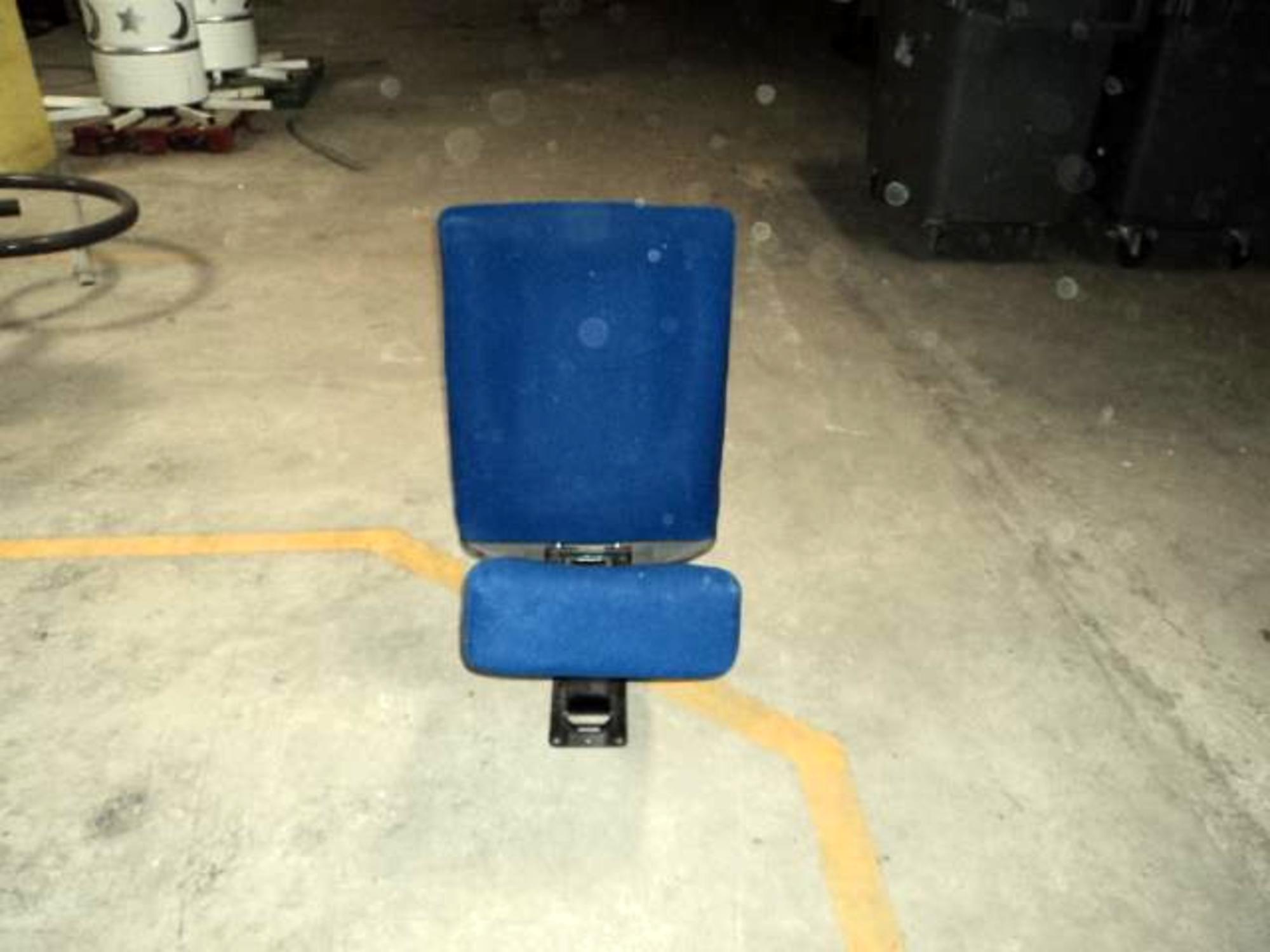 1 si ge seul de cin ma sans accoudoir fauteuil d 39 occasion aux ench res agorastore. Black Bedroom Furniture Sets. Home Design Ideas