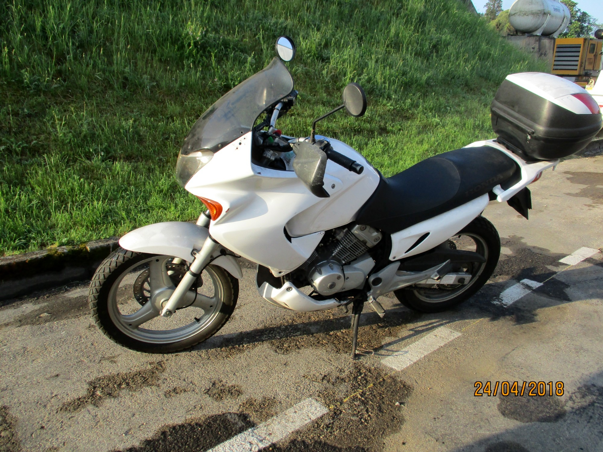 moto honda 125cm3 par 0963 moto scooter 2 roues d 39 occasion aux ench res agorastore. Black Bedroom Furniture Sets. Home Design Ideas