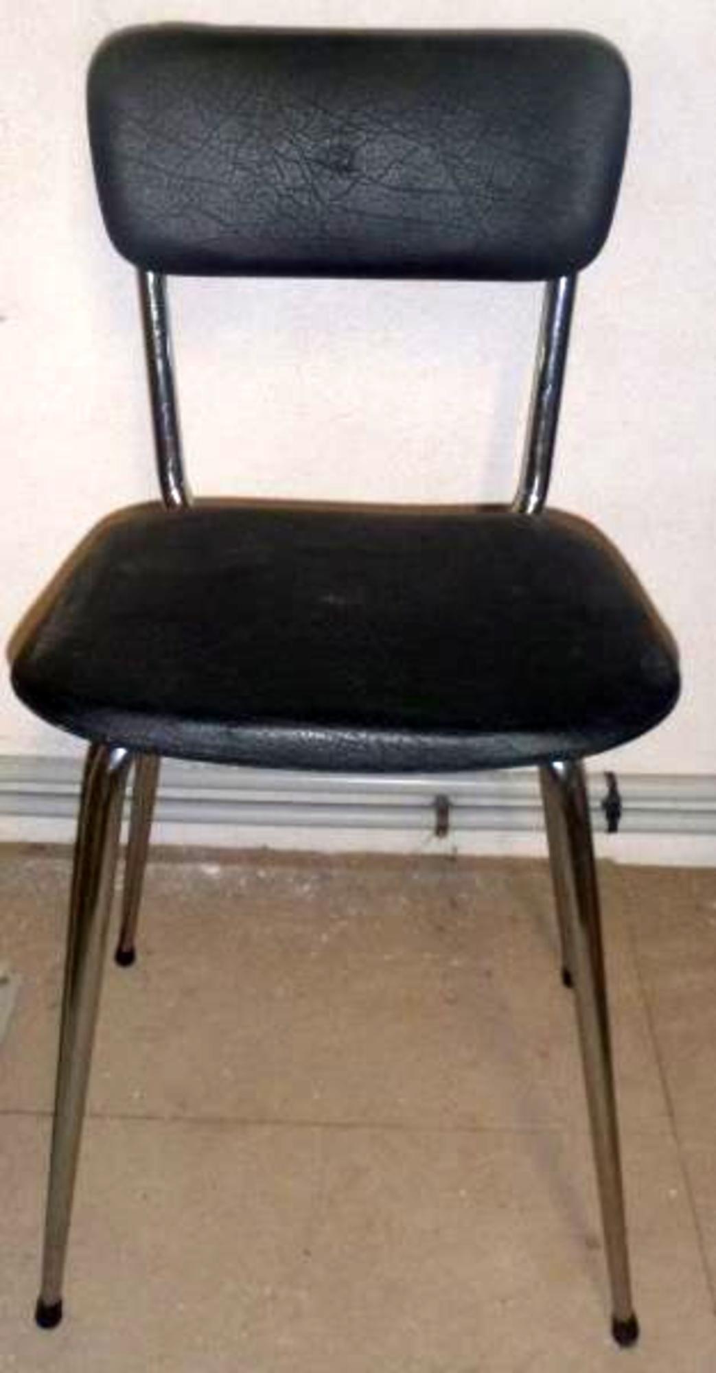 lot de 4 chaises chaise d 39 occasion aux ench res agorastore. Black Bedroom Furniture Sets. Home Design Ideas
