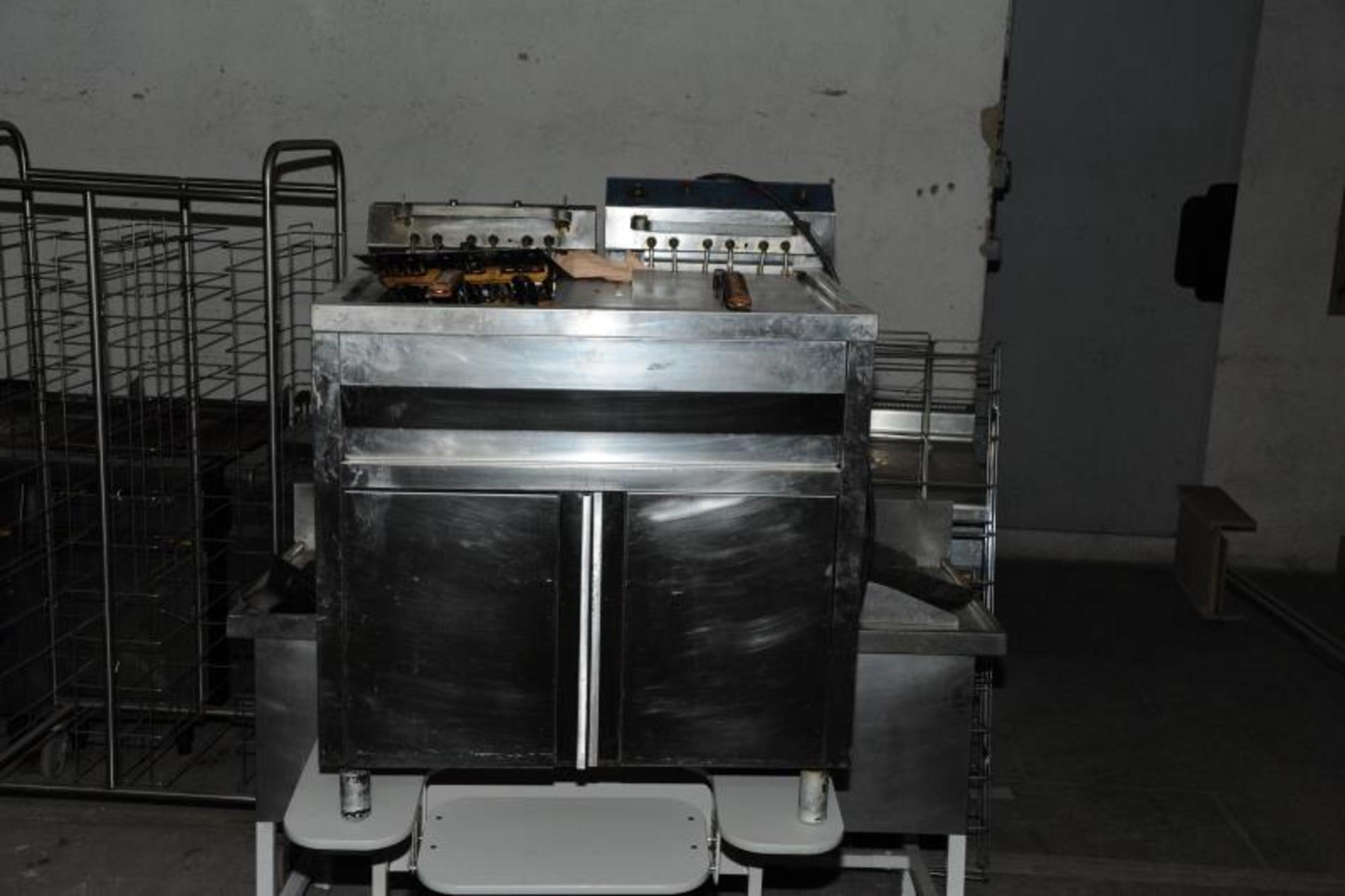 Friteuse equipement de cuisine d 39 occasion aux ench res for Equipement de cuisine