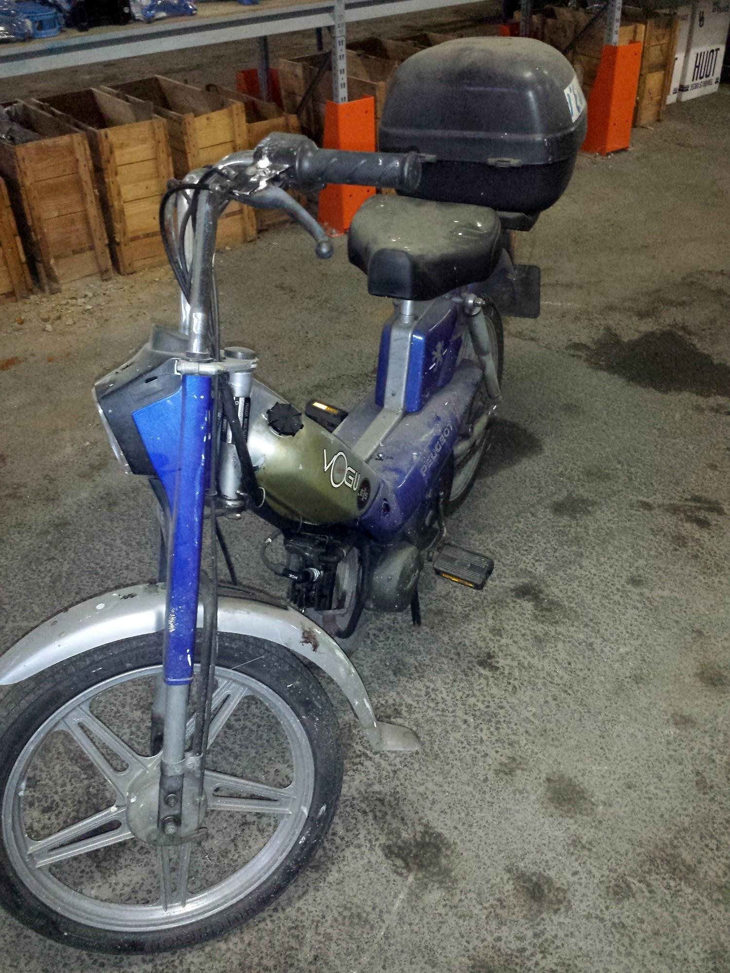 cyclomoteur peugeot moto scooter 2 roues d 39 occasion aux ench res agorastore. Black Bedroom Furniture Sets. Home Design Ideas