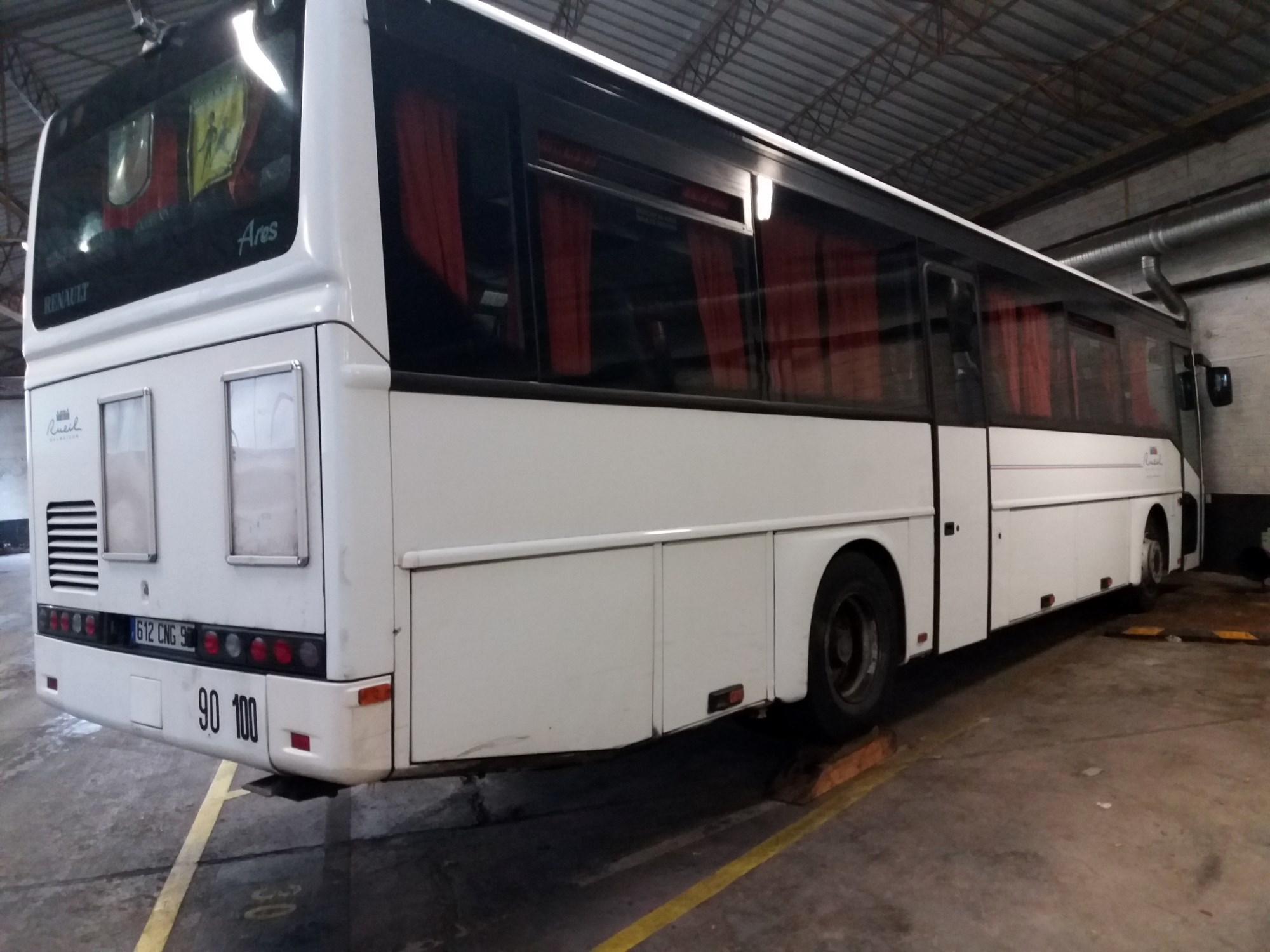 autocar renault ares car bus d 39 occasion aux ench res agorastore. Black Bedroom Furniture Sets. Home Design Ideas