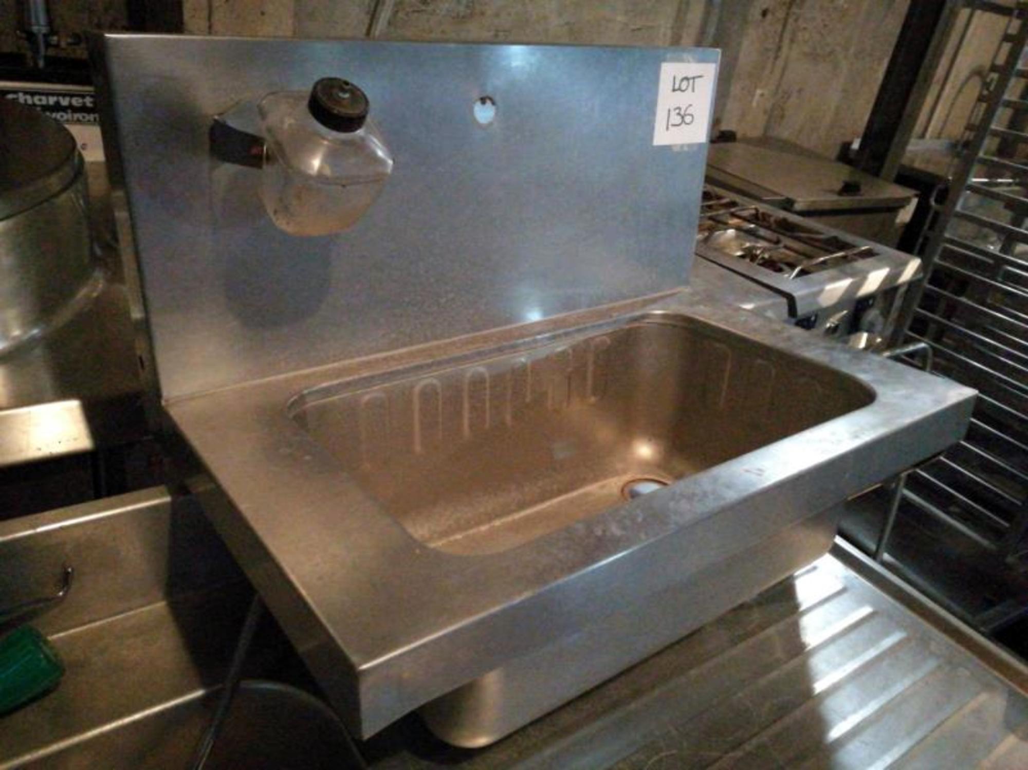 Lavabo lot 136 equipement de cuisine d 39 occasion aux for Equipement de cuisine