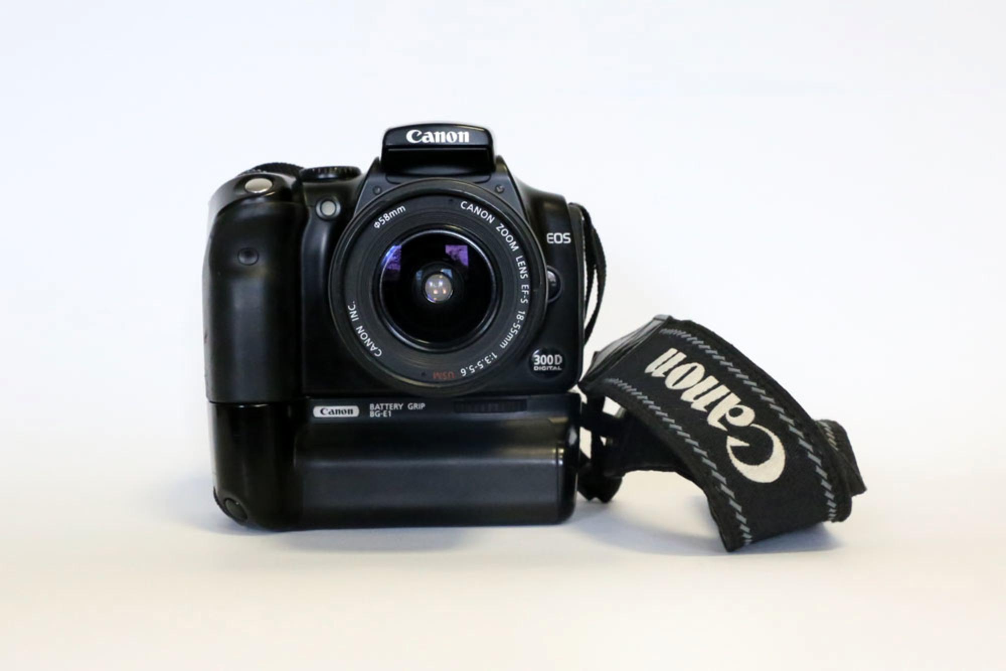canon eos 300d reflex numerique vendu avec son optique canon ef s 18 55 mm autres multim dias. Black Bedroom Furniture Sets. Home Design Ideas