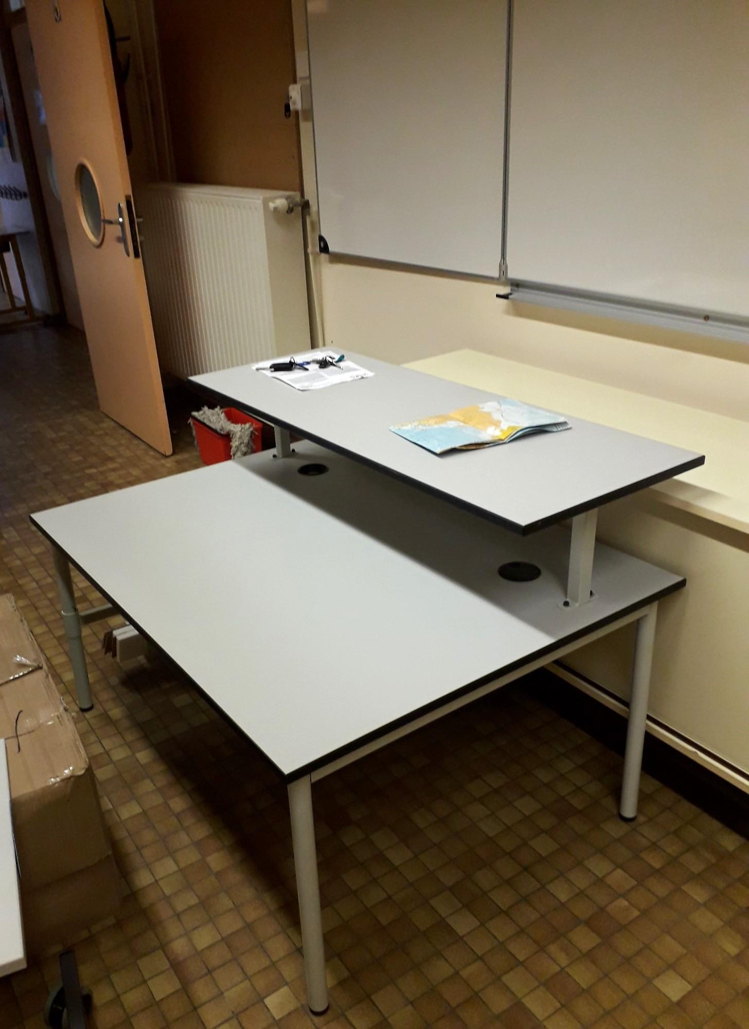 bureau mobilier scolaire d 39 occasion aux ench res agorastore. Black Bedroom Furniture Sets. Home Design Ideas