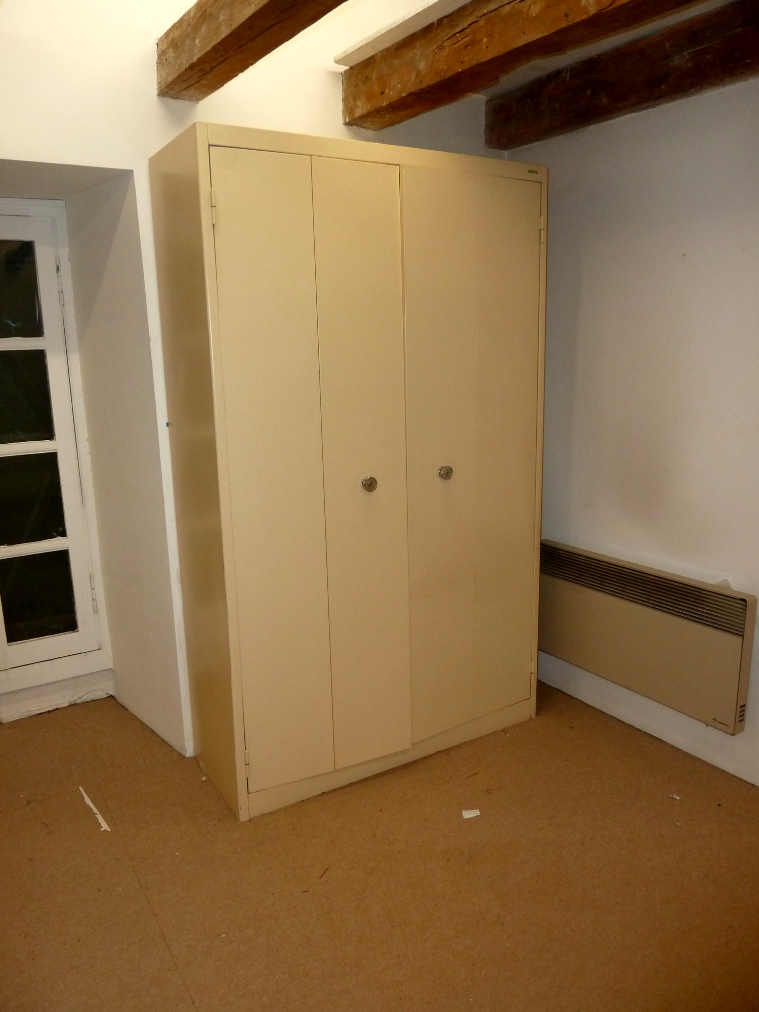 armoire m tallique rangement d 39 occasion aux ench res. Black Bedroom Furniture Sets. Home Design Ideas