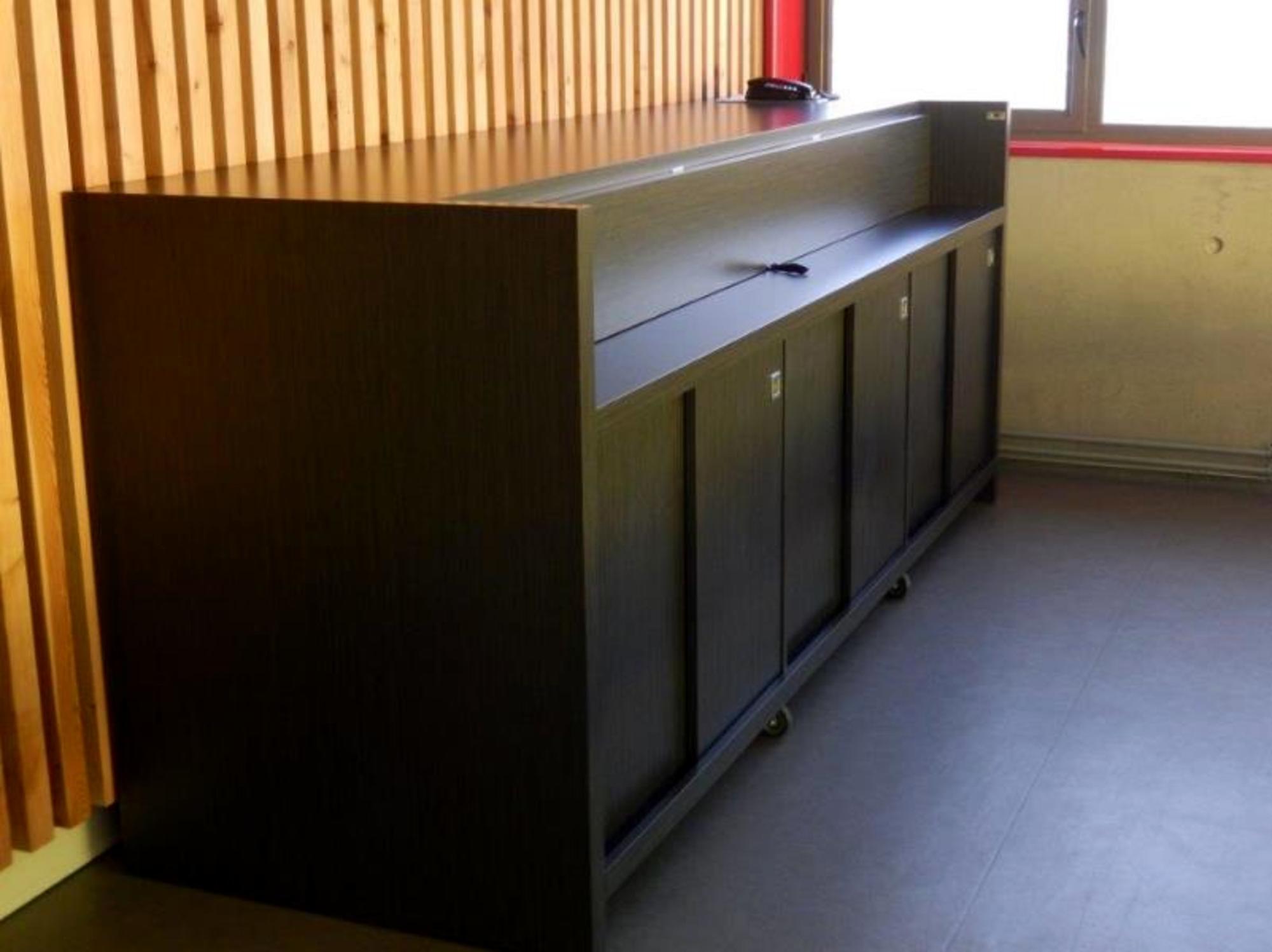 meuble bar autres mobiliers d 39 occasion aux ench res agorastore. Black Bedroom Furniture Sets. Home Design Ideas