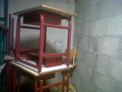 11 tables en bois non r glables hauteur 64 cm coloris bordeaux mobilier scolaire d 39 occasion. Black Bedroom Furniture Sets. Home Design Ideas