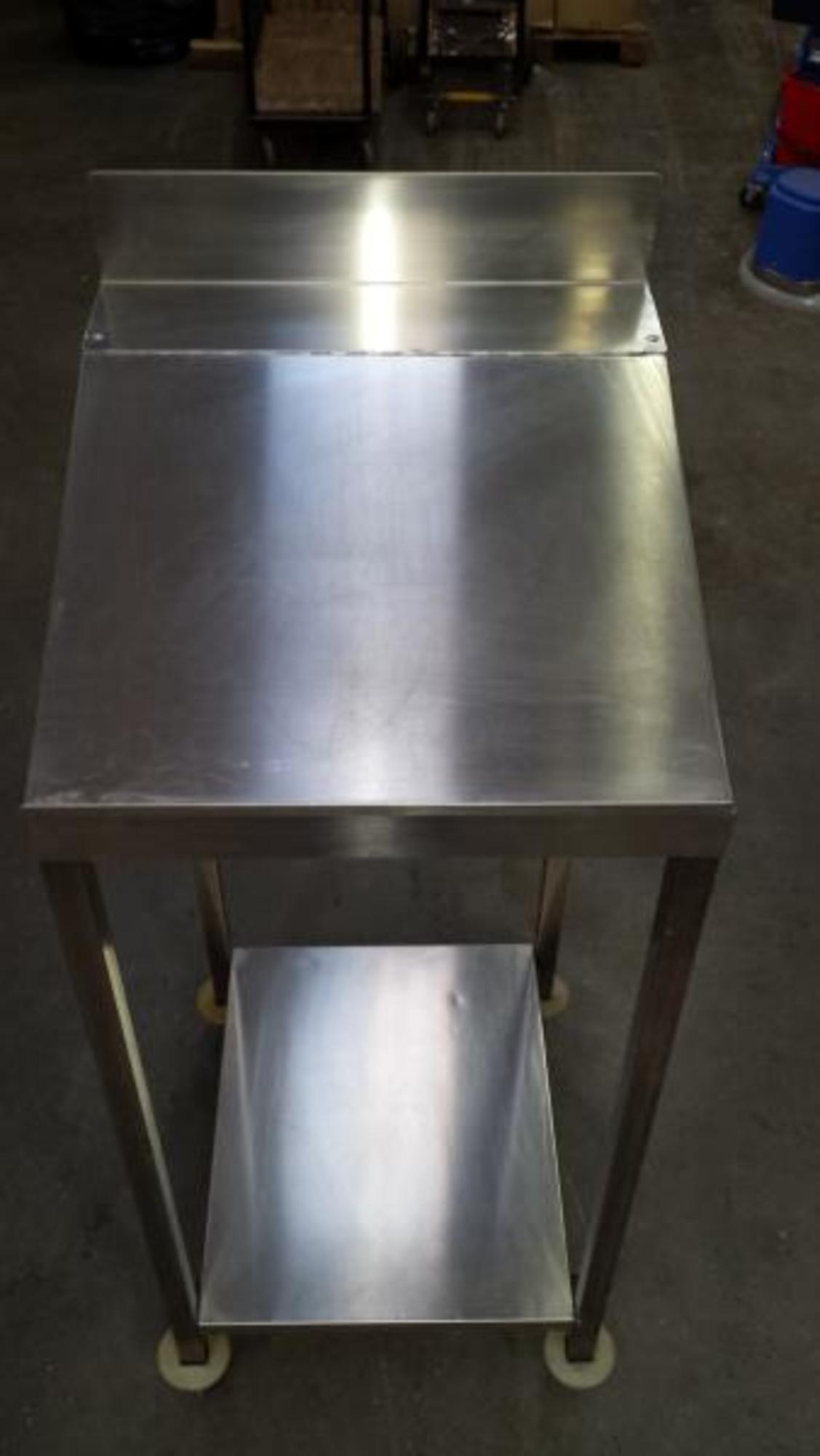 Pupitre inox a roulettes equipement de cuisine d for Equipement cuisine inox