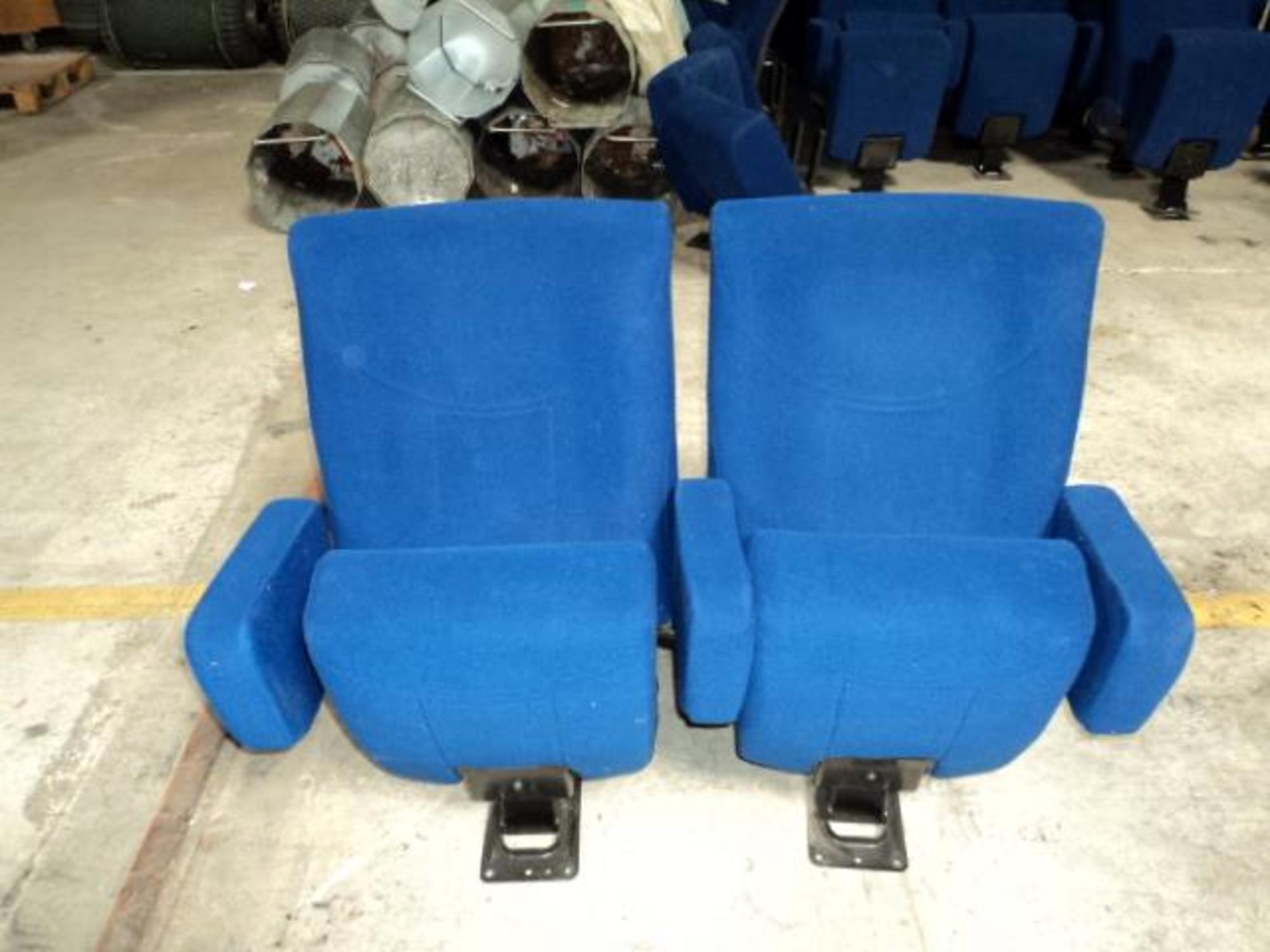 1 rang e de 2 fauteuils de cin ma fauteuil d 39 occasion aux ench res agorastore. Black Bedroom Furniture Sets. Home Design Ideas
