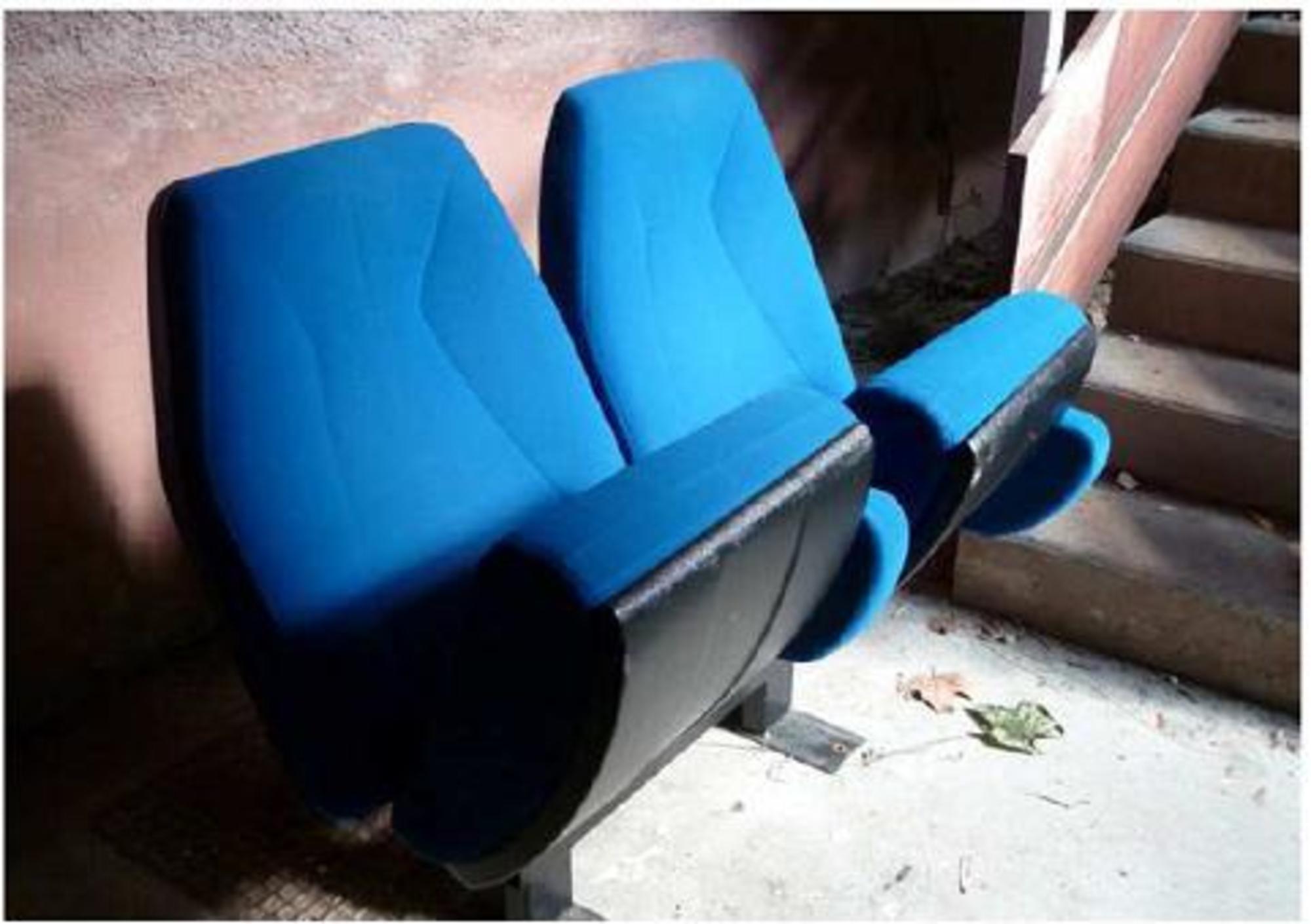 lot de 10 fauteuils de cin ma lot b chaise d 39 occasion aux ench res agorastore. Black Bedroom Furniture Sets. Home Design Ideas
