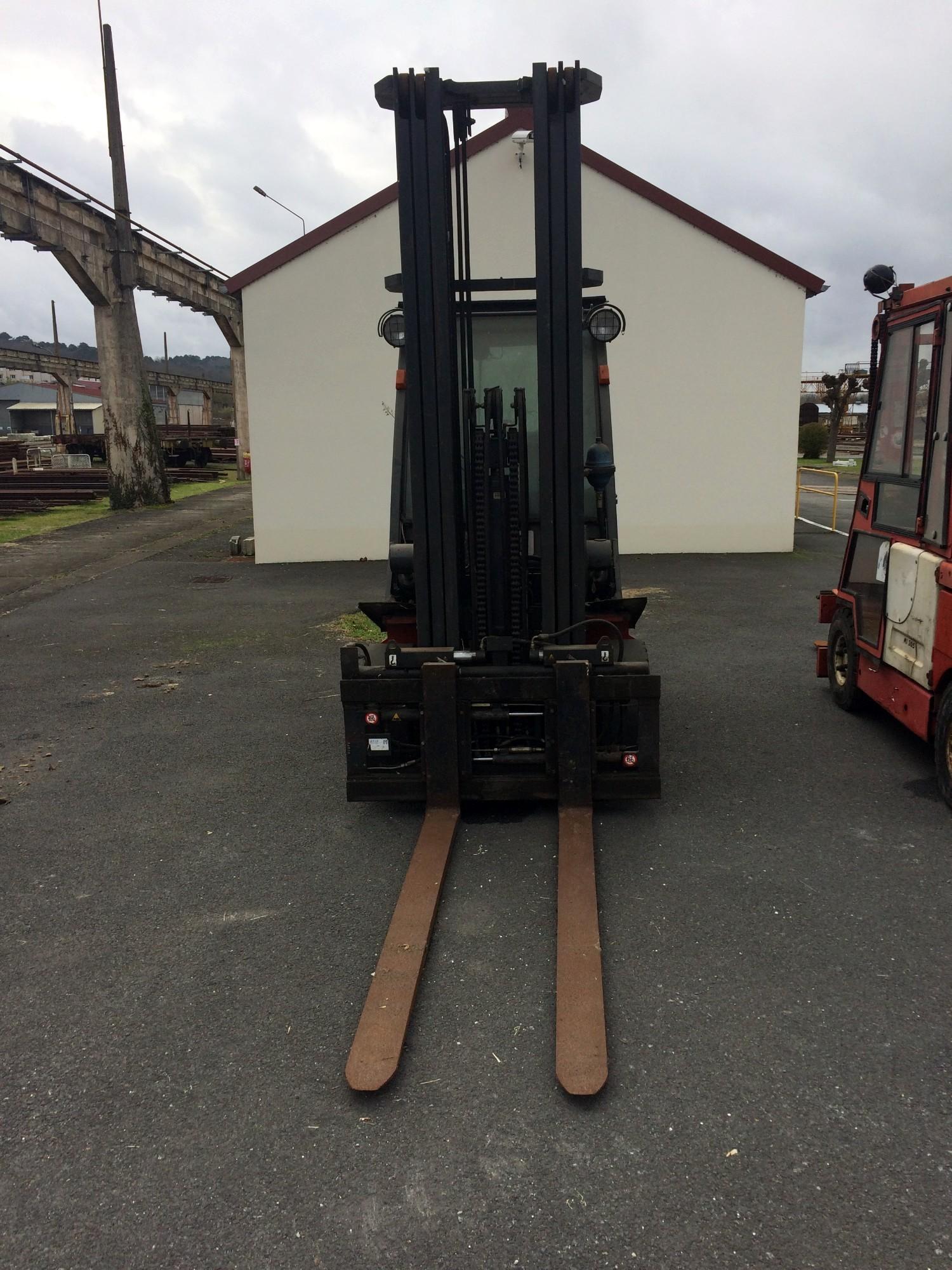Chariot l vateur nissan fgd02a30q manutention levage - Chariot automoteur a conducteur porte ...
