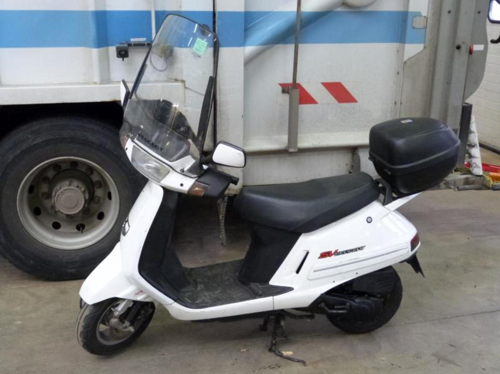 scooter peugeot sv 100cm3 moto scooter 2 roues d 39 occasion aux ench res agorastore. Black Bedroom Furniture Sets. Home Design Ideas