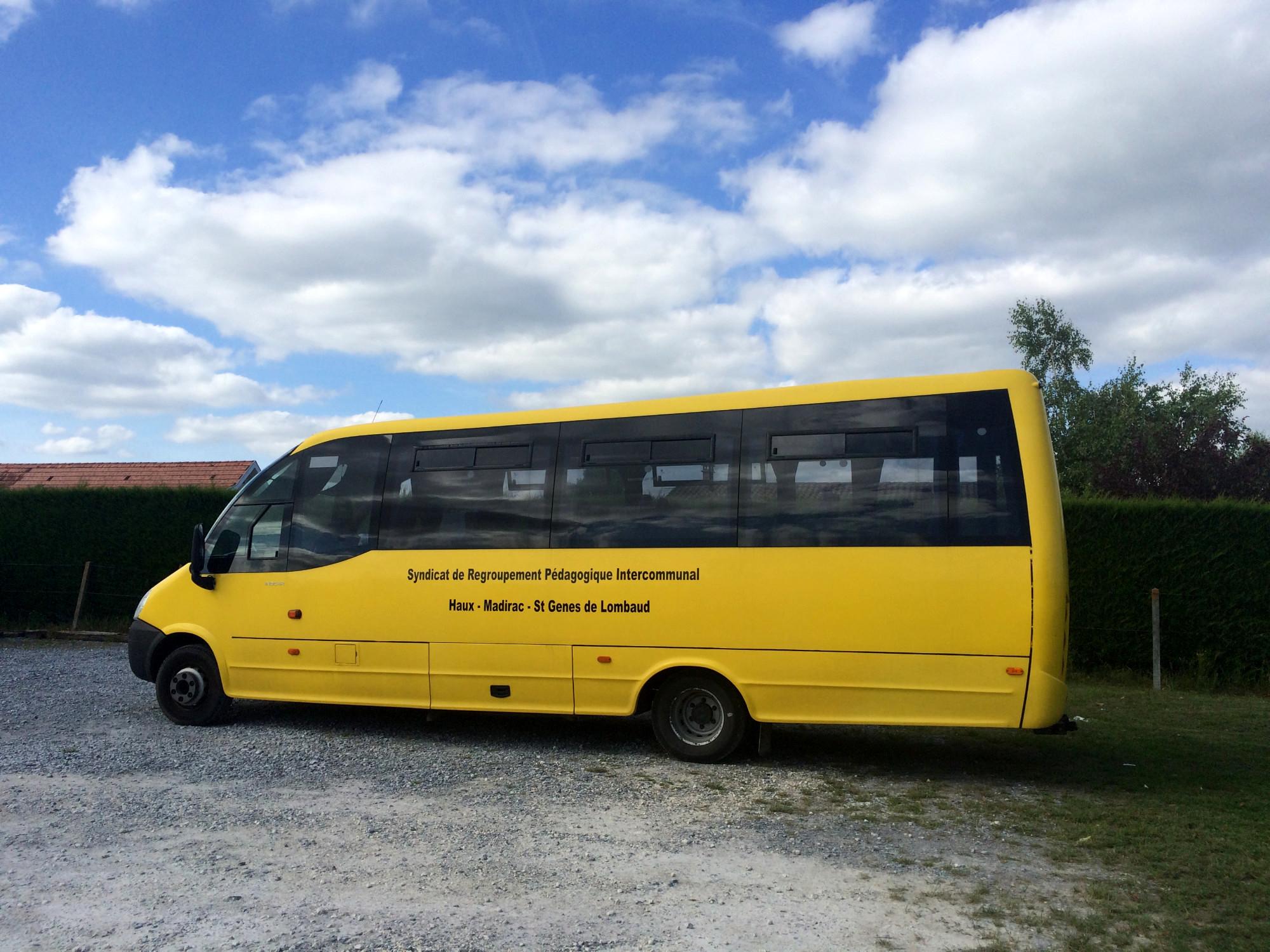 car iveco 33 places car bus d 39 occasion aux ench res agorastore. Black Bedroom Furniture Sets. Home Design Ideas