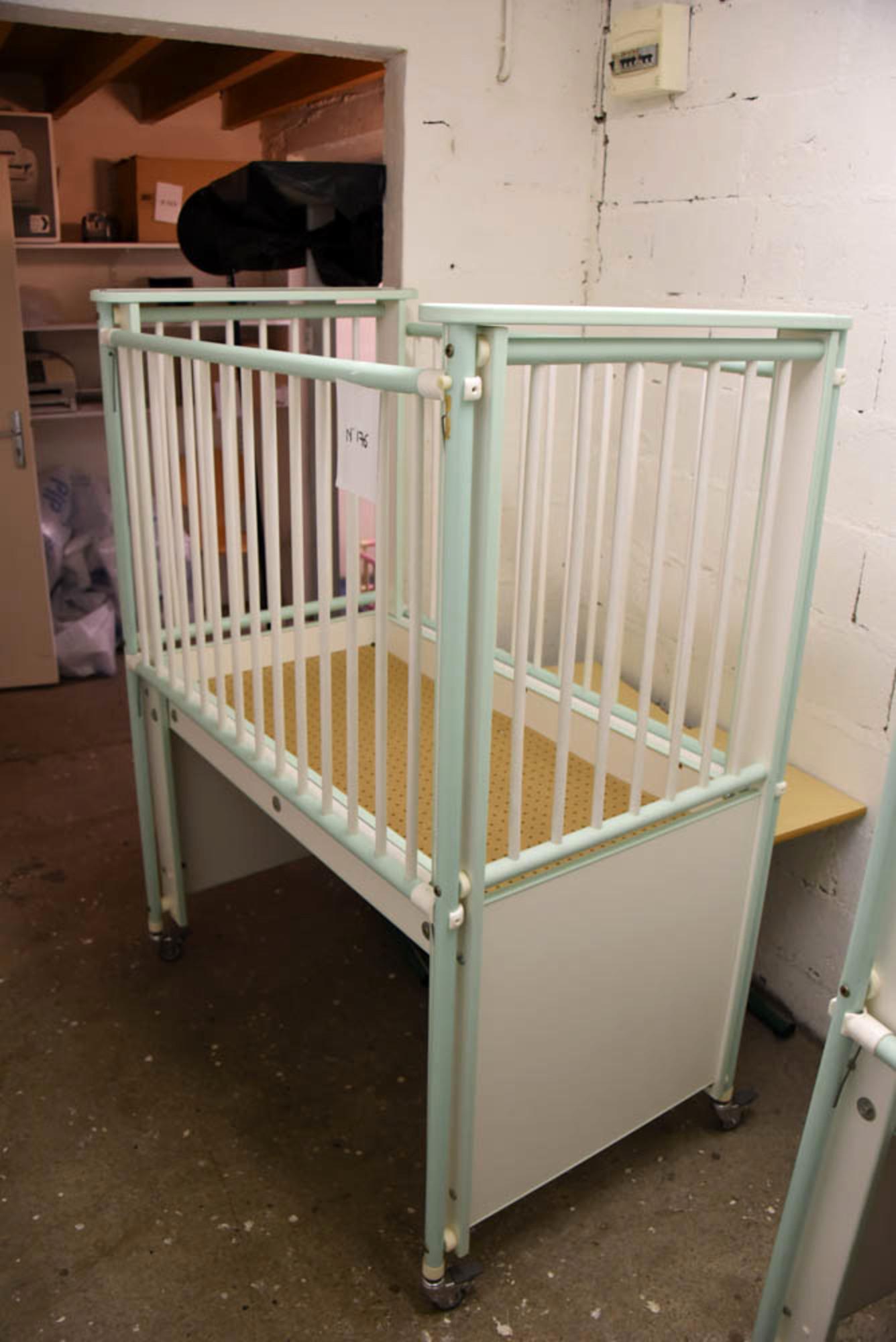 lit barreaux pour jeune enfant pu riculture d 39 occasion aux ench res agorastore. Black Bedroom Furniture Sets. Home Design Ideas