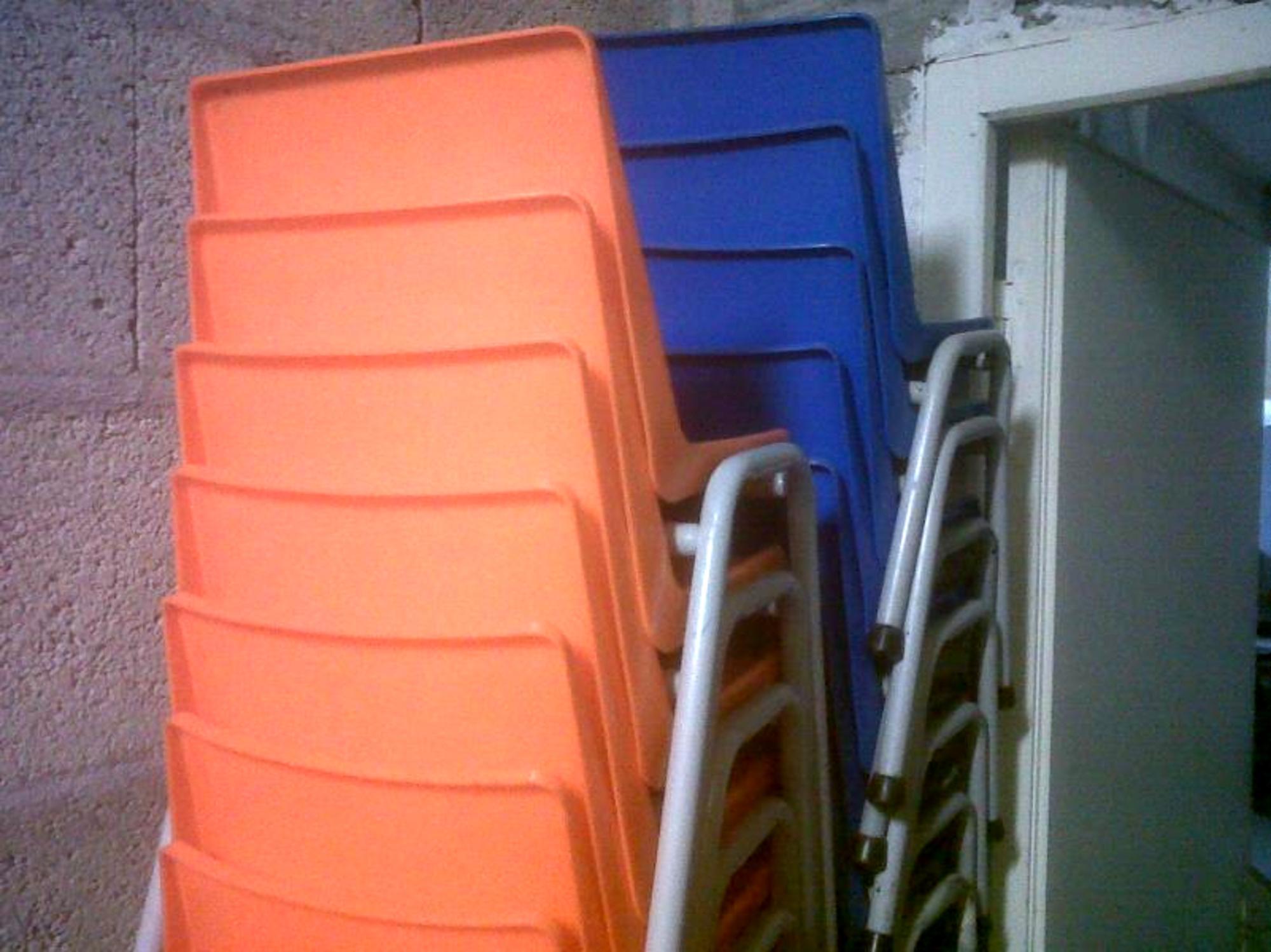 10 chaises maternelle coque panachage de diff rentes tailles mobilier scolaire d 39 occasion. Black Bedroom Furniture Sets. Home Design Ideas