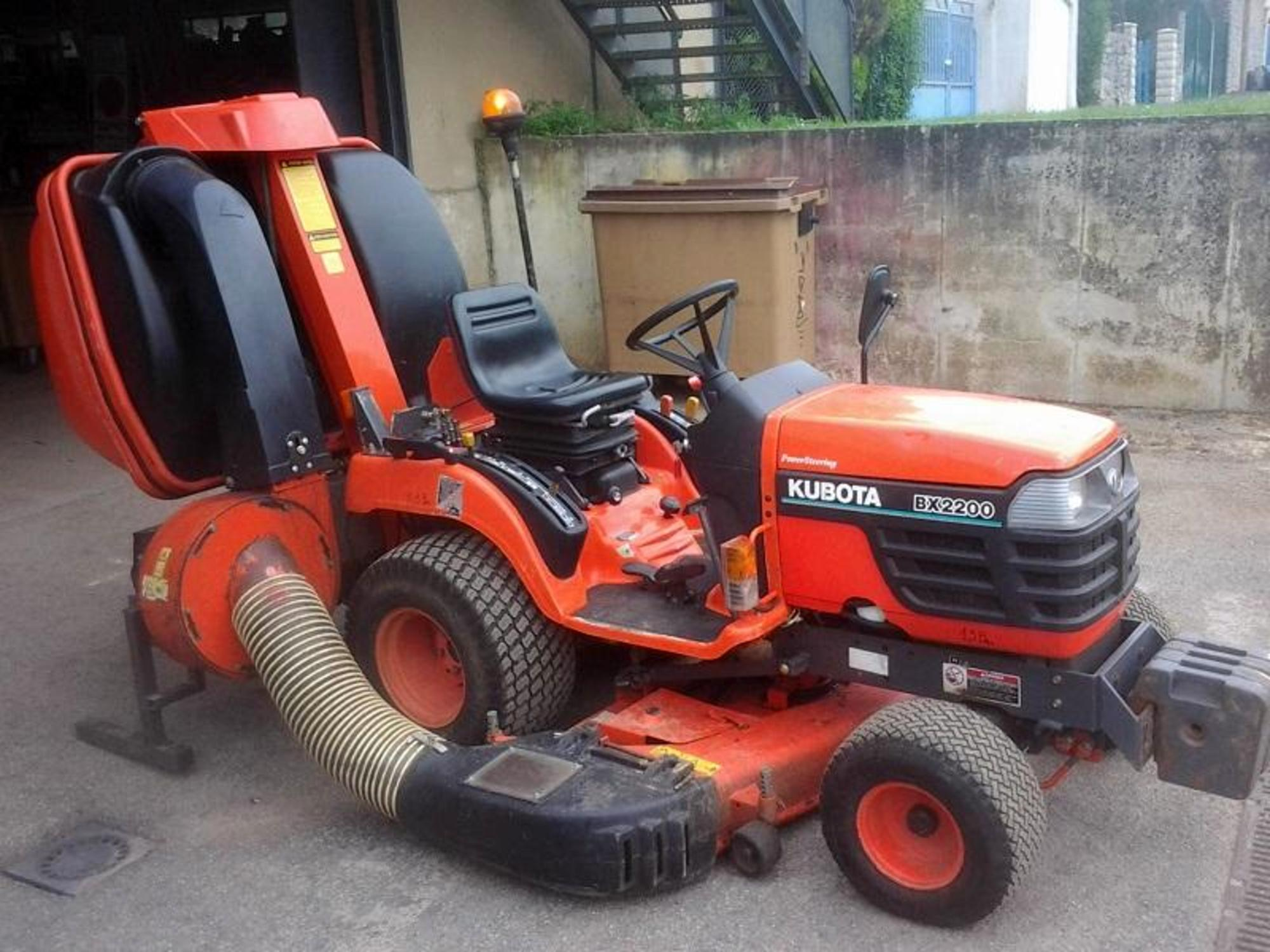 Tracteur tondeuse bx 2200 e tondeuse d 39 occasion aux - Tracteur tondeuse coupe frontale d occasion ...