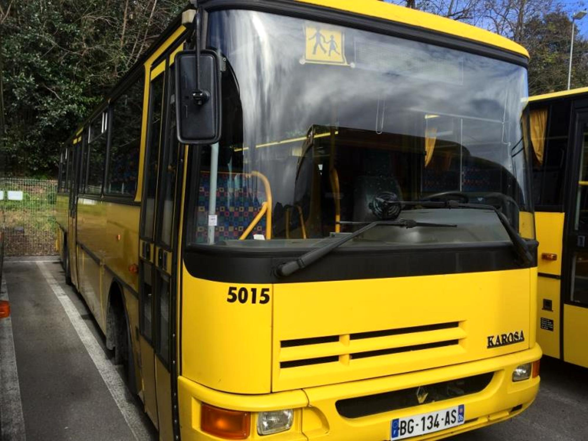 autocar karosa equivalent recreo 18919 5015 car bus d 39 occasion aux ench res agorastore. Black Bedroom Furniture Sets. Home Design Ideas