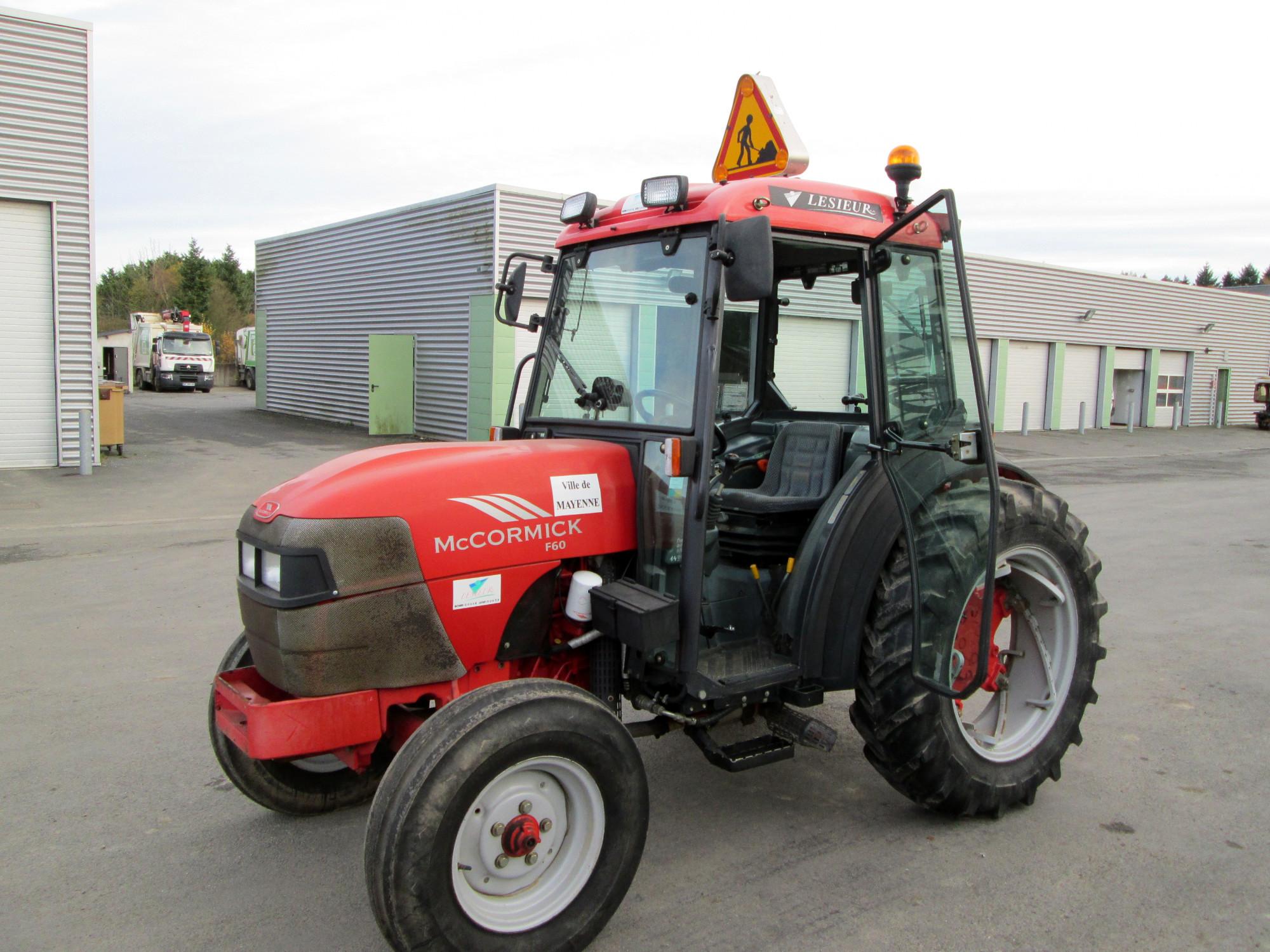 tracteur mc cormick f60 tracteur d 39 occasion aux ench res agorastore. Black Bedroom Furniture Sets. Home Design Ideas
