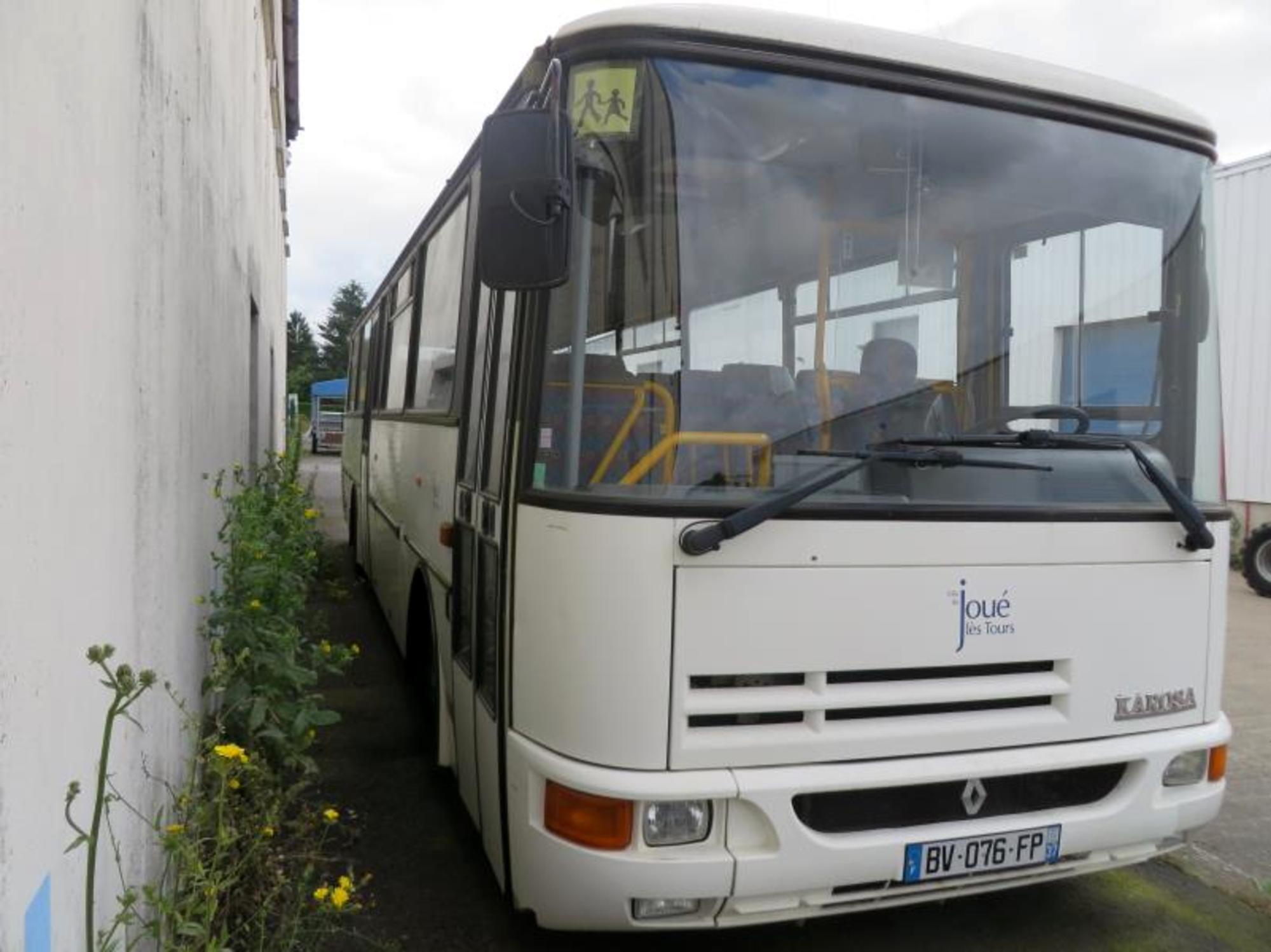 autocar karosa recreo car bus d 39 occasion aux ench res agorastore. Black Bedroom Furniture Sets. Home Design Ideas
