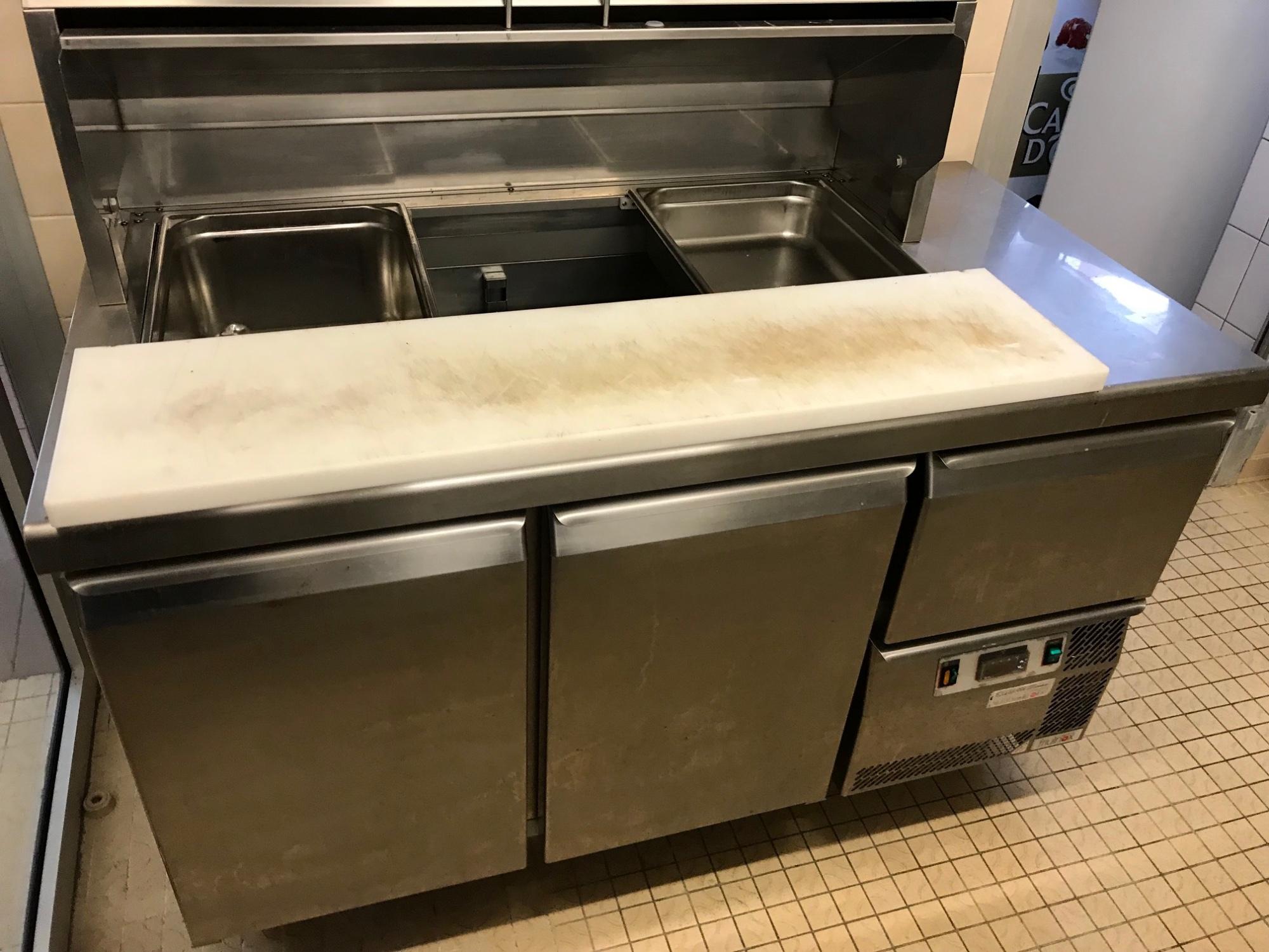 saladette friulinox equipement de cuisine d 39 occasion aux ench res agorastore. Black Bedroom Furniture Sets. Home Design Ideas