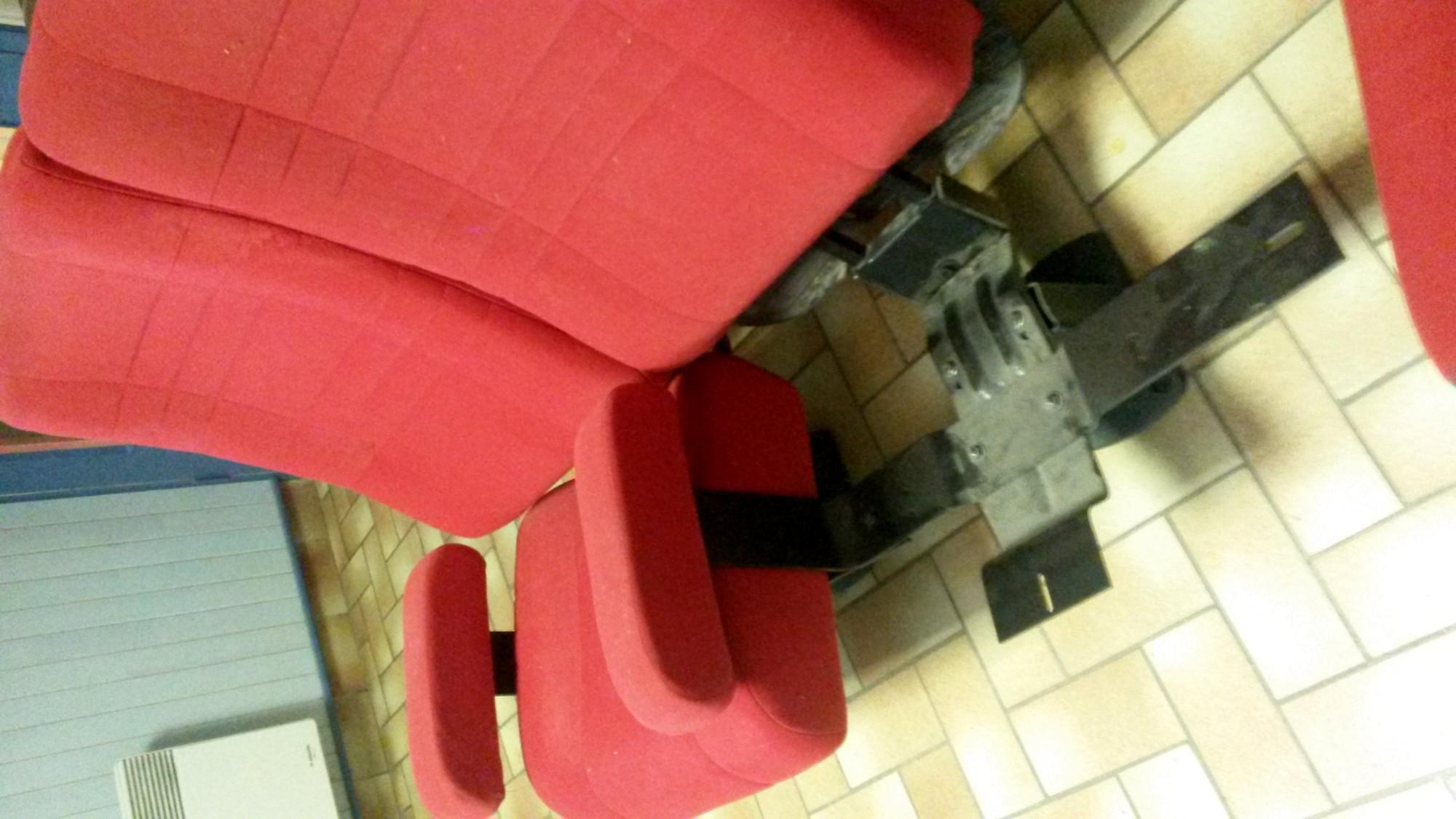lot 8 10 fauteuils de cin ma fauteuil d 39 occasion aux ench res agorastore. Black Bedroom Furniture Sets. Home Design Ideas
