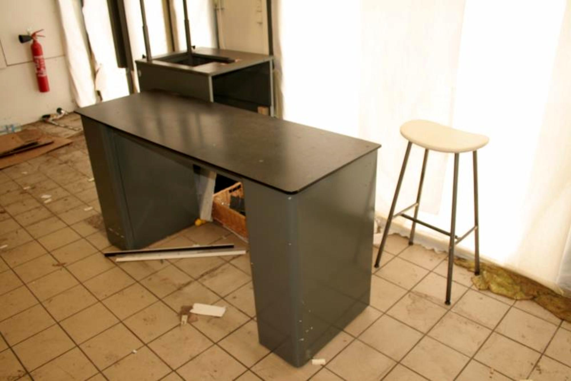lot de 1 caisse autres mobiliers d 39 occasion aux ench res agorastore. Black Bedroom Furniture Sets. Home Design Ideas