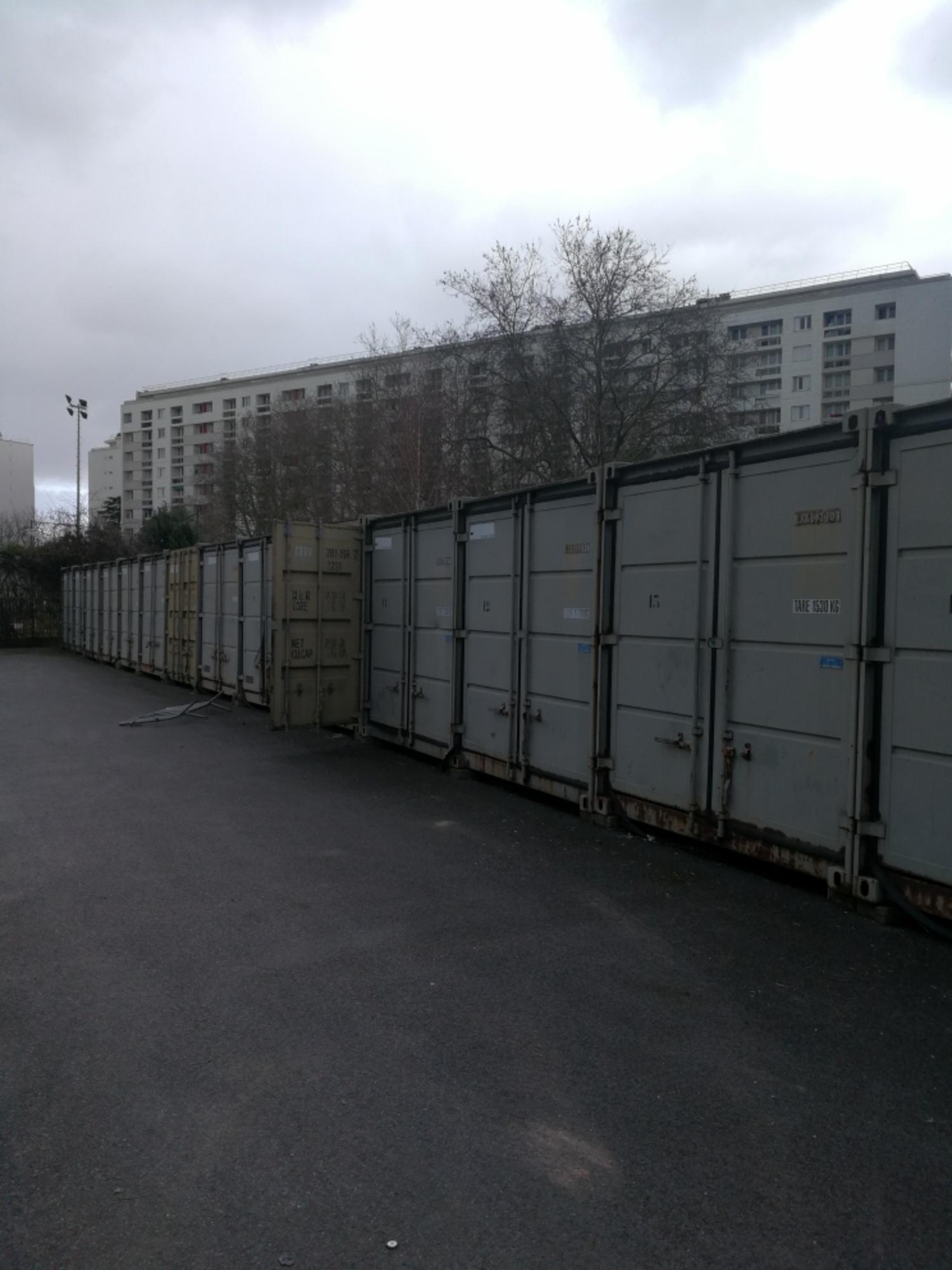 lot de 10 containers construction modulaire bungalow d 39 occasion aux ench res agorastore. Black Bedroom Furniture Sets. Home Design Ideas